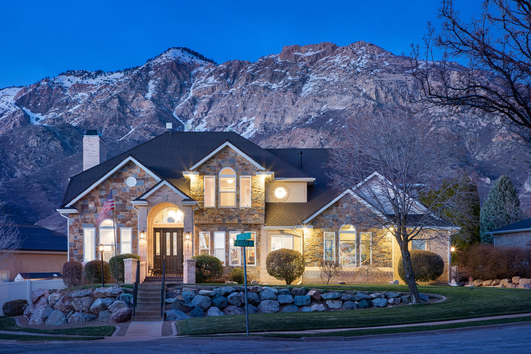 Single Family Homes 용 매매 에 Luxury living in North Ogden 1254 East 2400 North, North Ogden, 유타 84414 미국