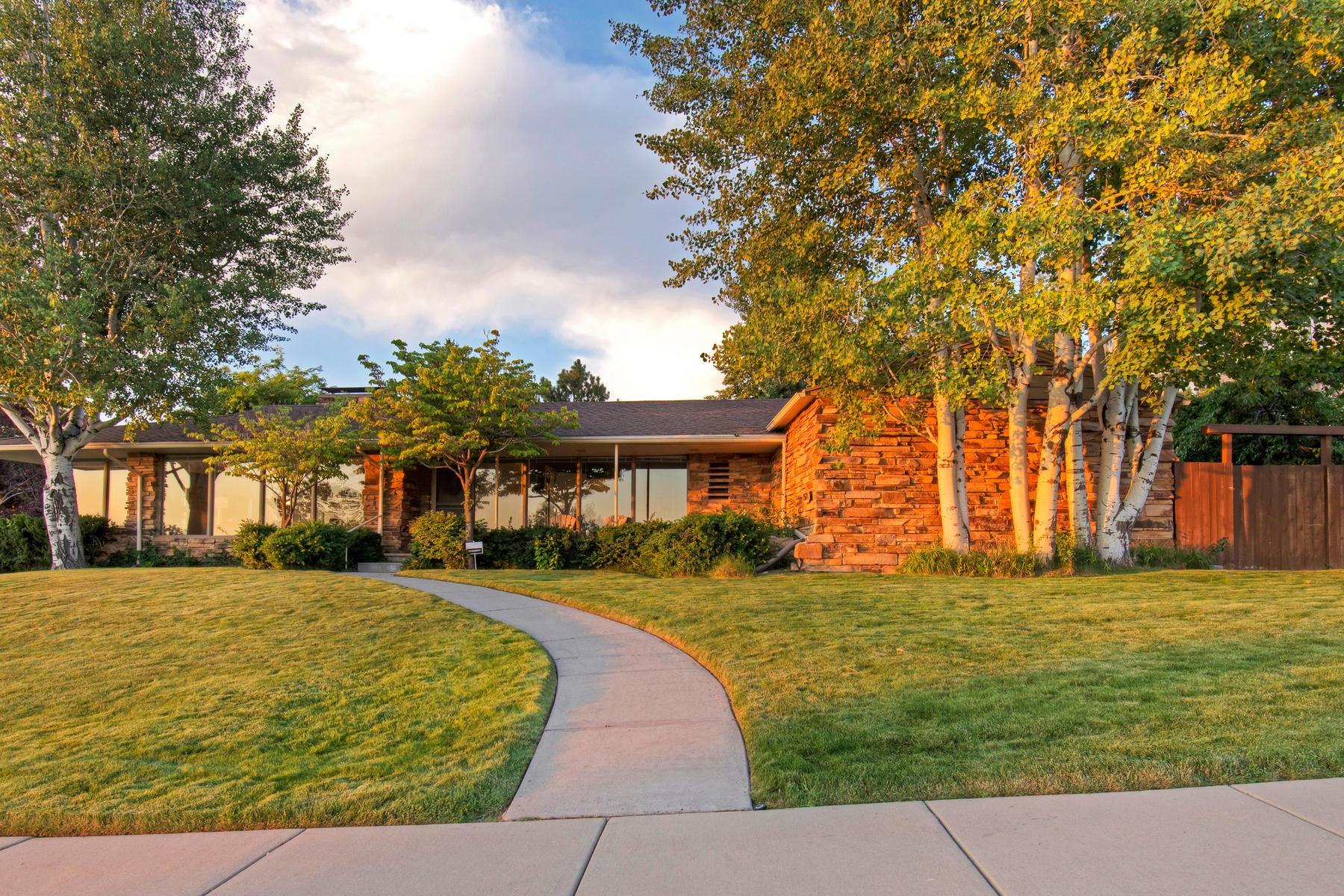 Частный односемейный дом для того Продажа на Beautiful Indian Hills Rambler 2671 E Comanche Dr Salt Lake City, Юта, 84108 Соединенные Штаты
