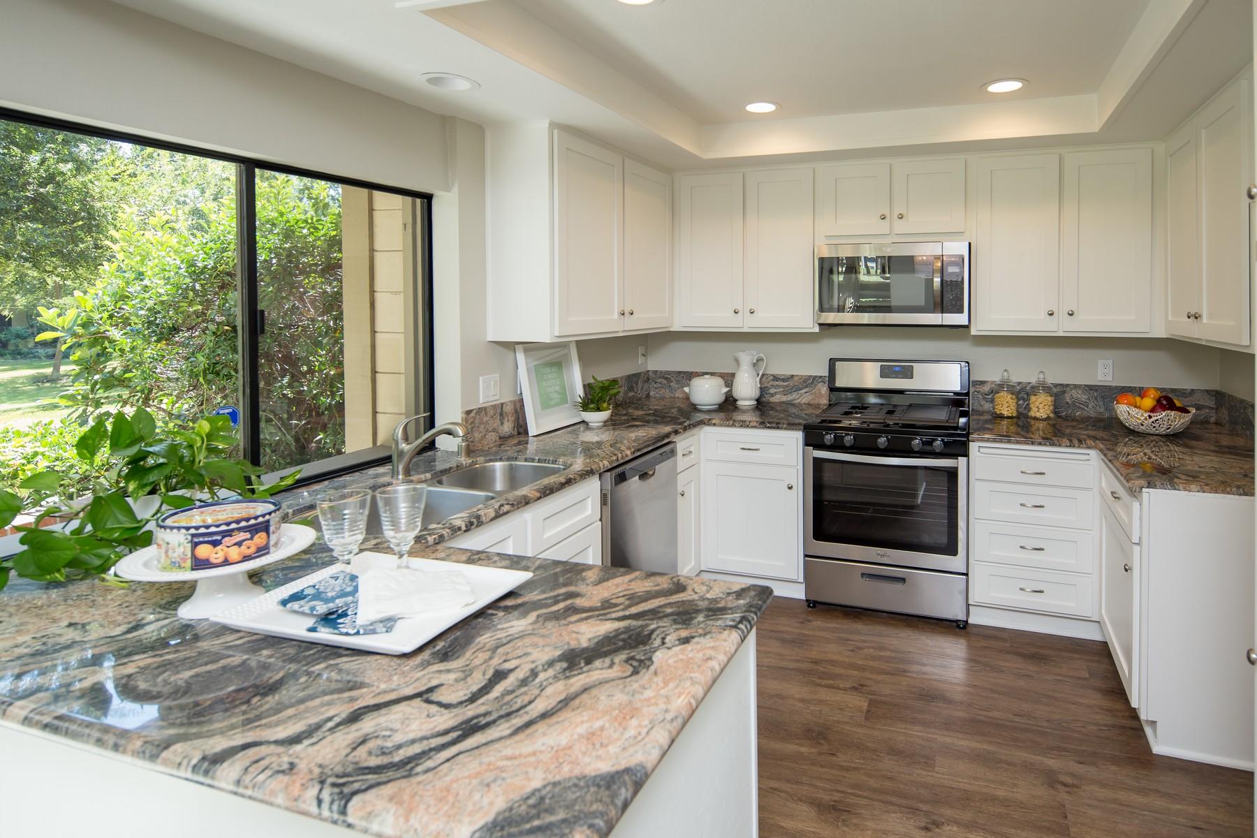 Appartement en copropriété pour l Vente à 12 Solana 12 Solana Irvine, Californie 92612 États-Unis