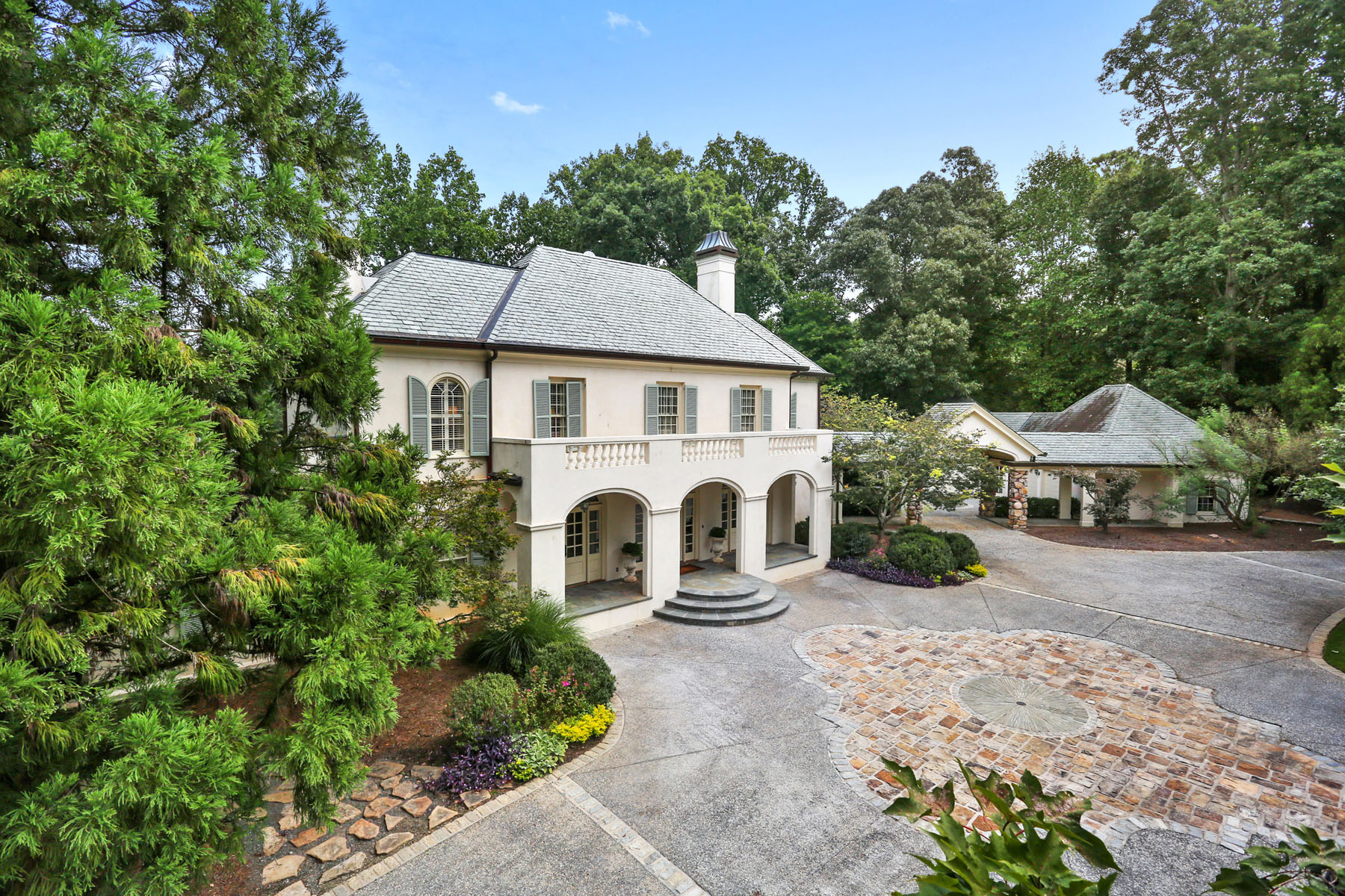 Additional photo for property listing at Resort Style Property on 2.4 Acres 711 Heards Ferry Road Sandy Springs, Georgia 30328 United States