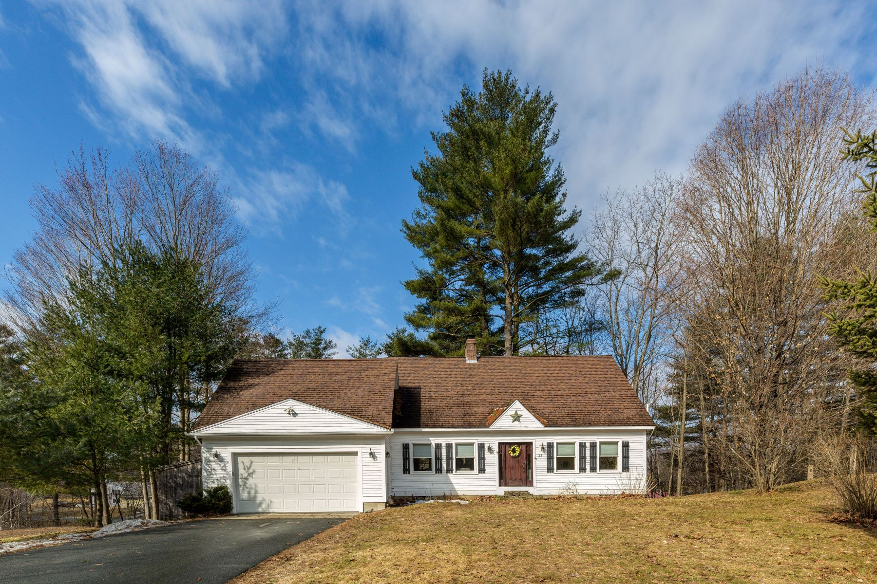 Single Family Home for Sale at 25 Cottage Circle, Lebanon 25 Cottage Cir Lebanon, New Hampshire 03784 United States