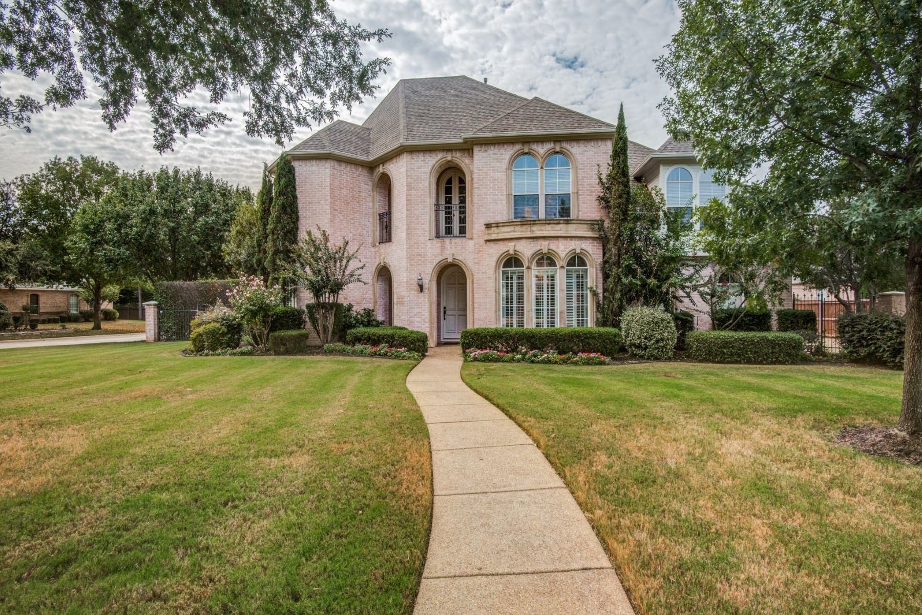 Single Family Homes for Sale at Southlake Luxury Home 109 Yale Drive Southlake, Texas 76092 United States