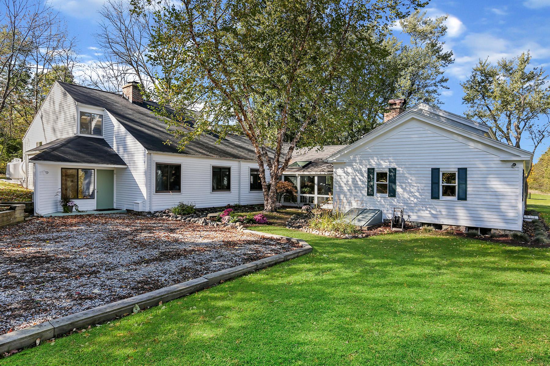 Single Family Homes for Sale at Metamora Township 3809 Wilder Road Metamora, Michigan 48455 United States
