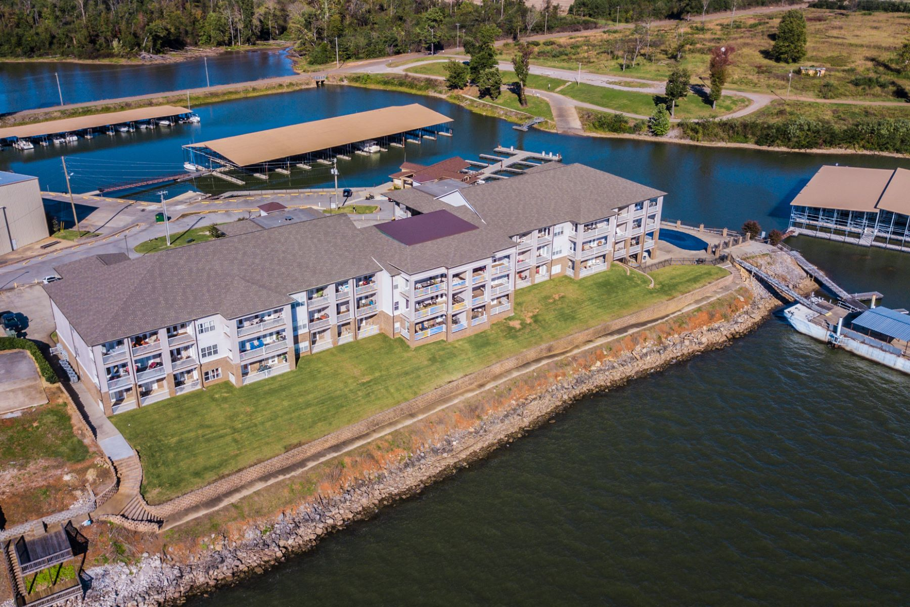 Condominiums por un Venta en 6122 Bay Village Unit 108 6122 Bay Village Drive Atenas, Alabama 35611 Estados Unidos