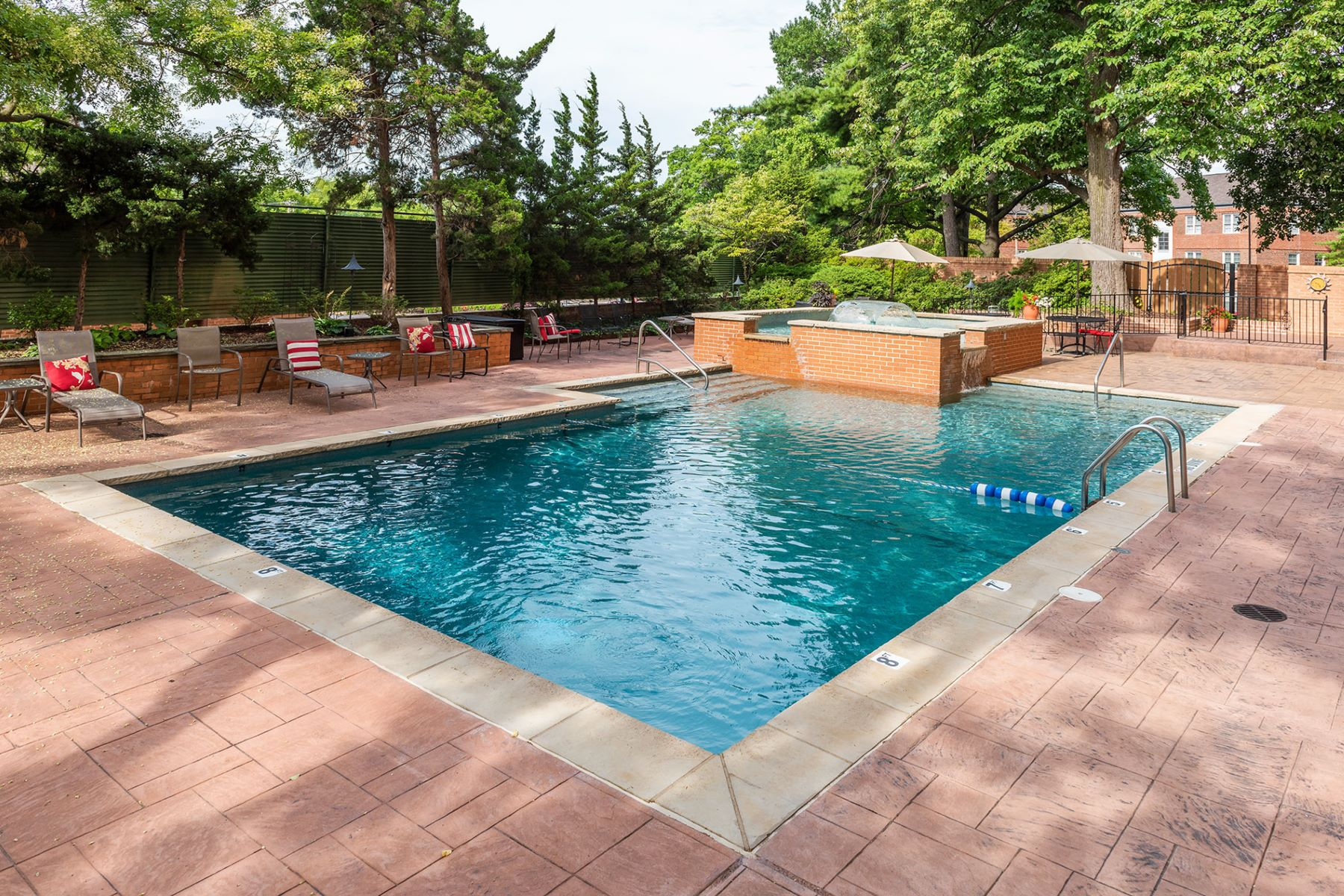 Additional photo for property listing at South Hanley Rd #12C 900 South Hanley Road # 12C Clayton, Missouri 63105 United States
