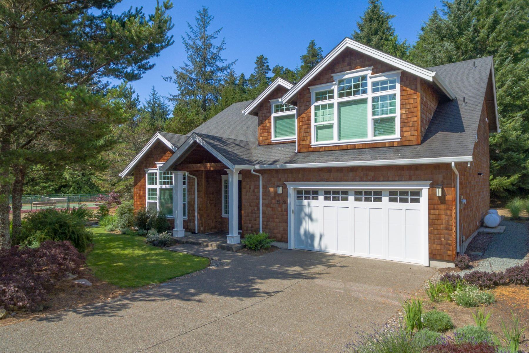 Single Family Homes pour l Vente à Exceptional Pine Ridge Home 35120 Ponderosa Loop, Manzanita, Oregon 97130 États-Unis