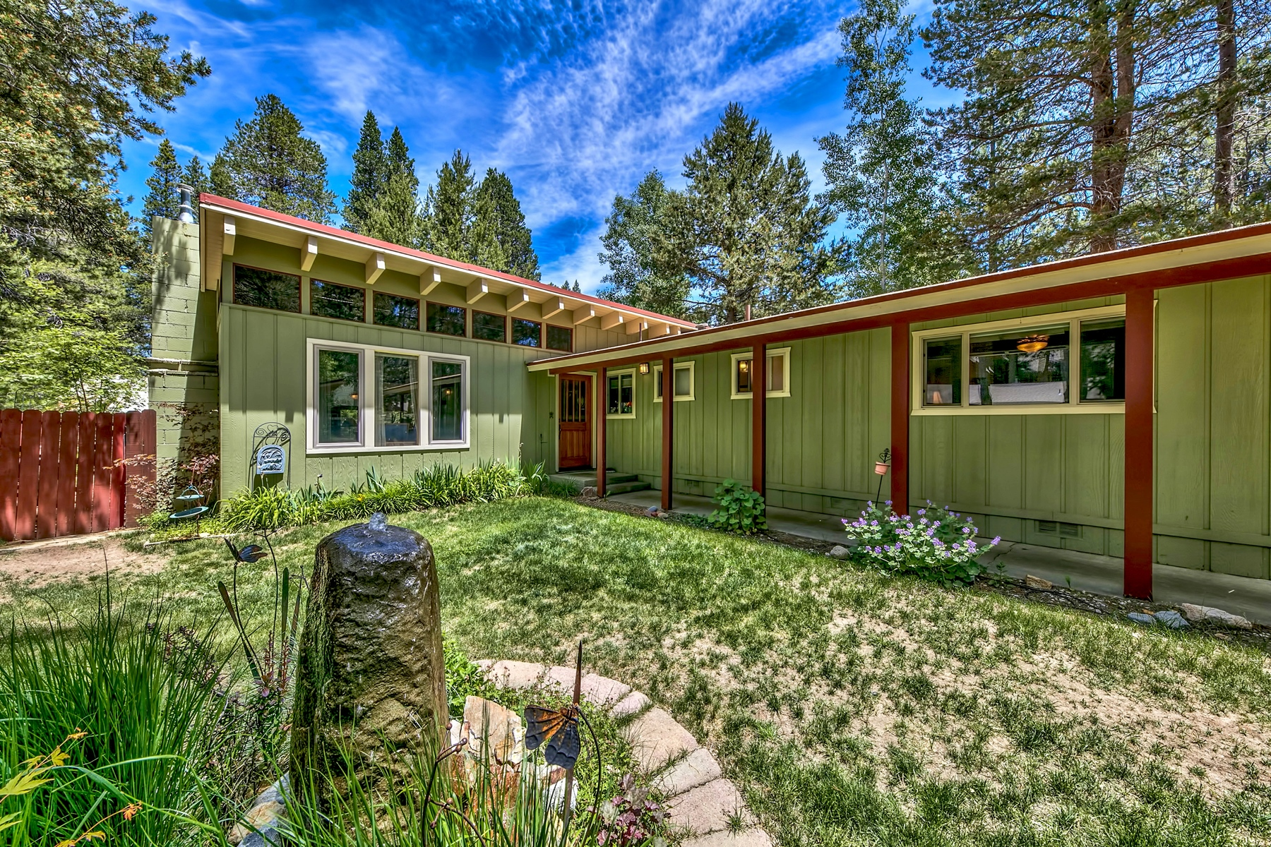 Property por un Venta en 841 Michael Drive, South Lake Tahoe, CA 96150 841 Michael Drive South Lake Tahoe, California 96150 Estados Unidos
