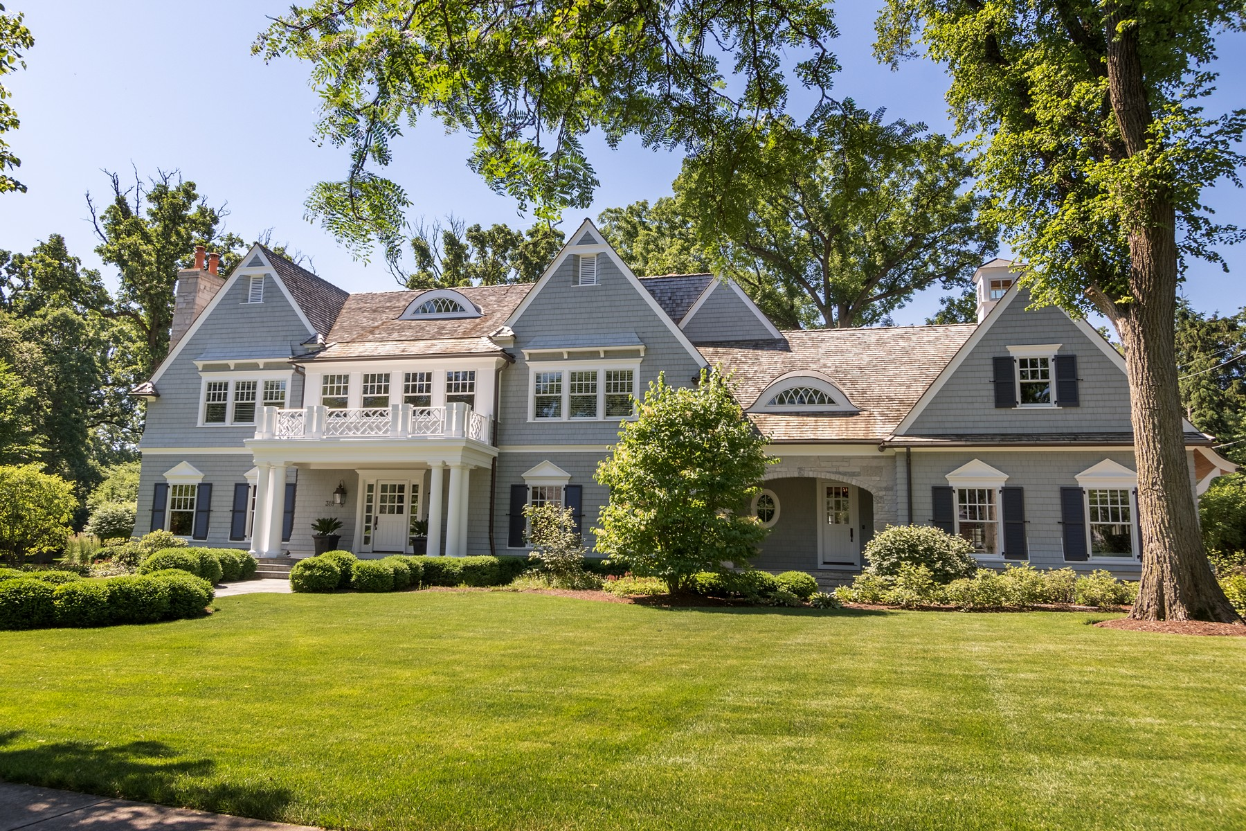 Single Family Home for Sale at Stunning Shingle style home 318 Hillcrest Avenue Hinsdale, Illinois 60521 United States