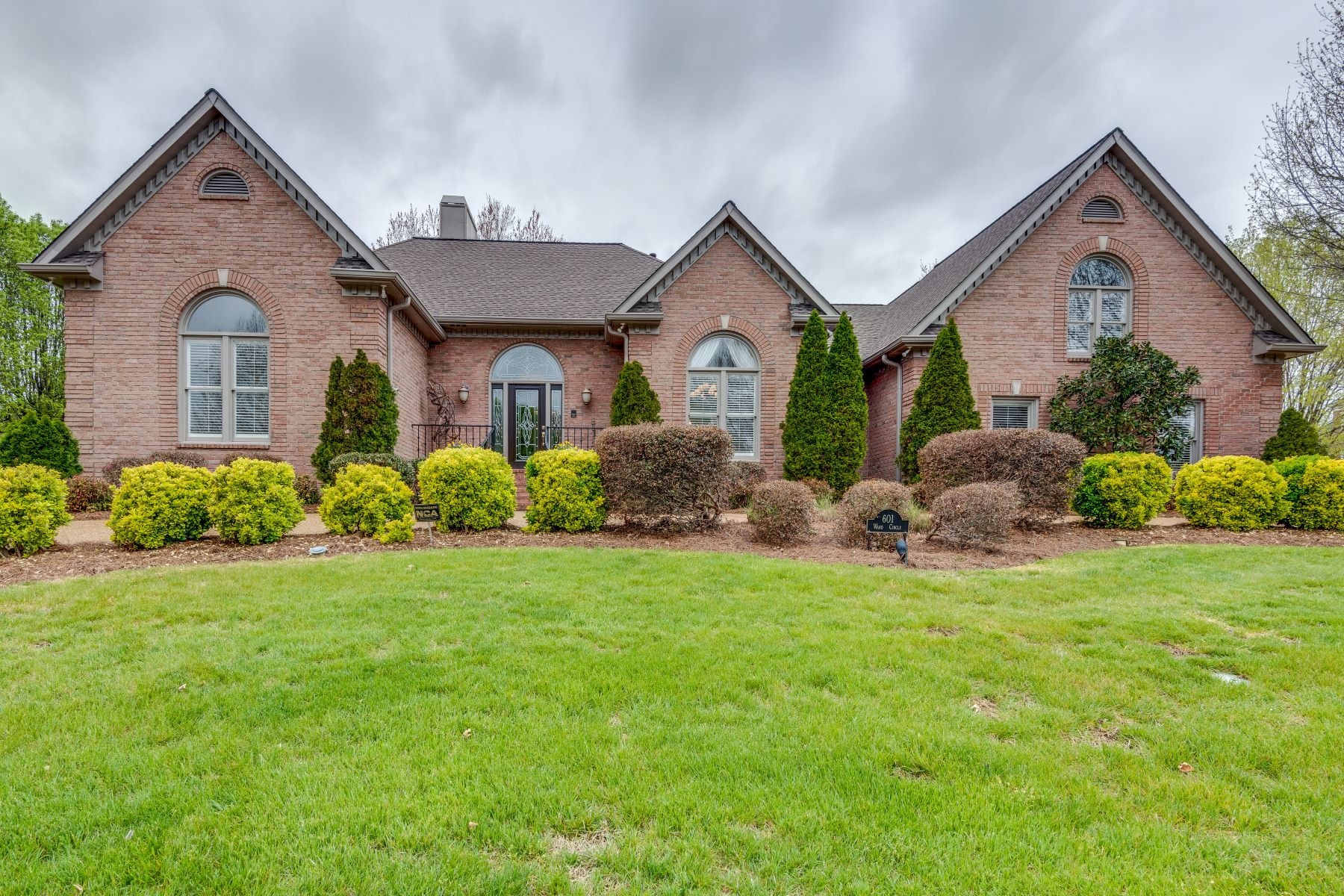 Single Family Home for Sale at A Hidden Gem in Beautiful Brandywine Pointe! 601 Ward Circle Old Hickory, Tennessee 37138 United States