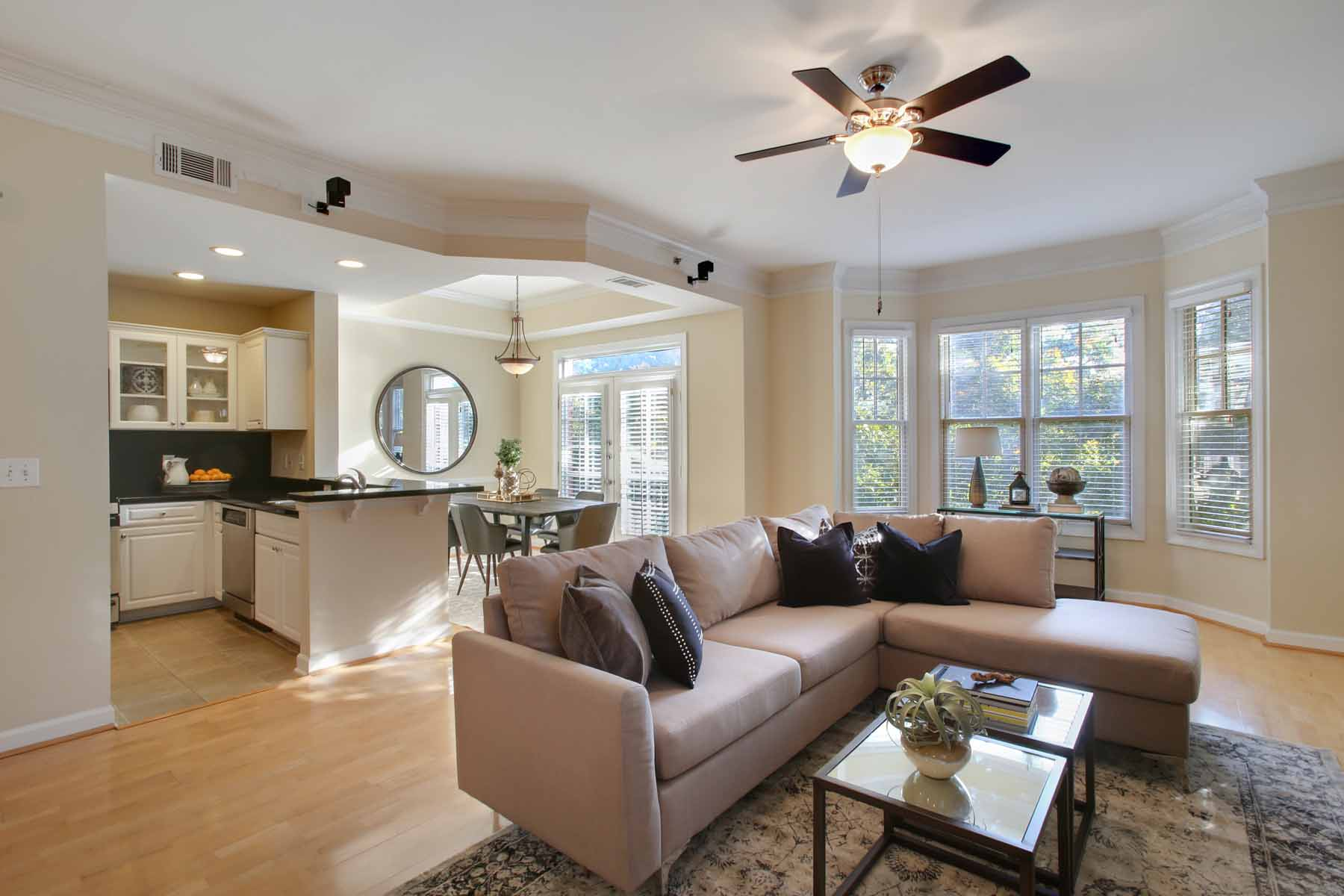 Single Family Home for Sale at Light And Bright Sun-Drenched Corner Unit Townhome In The Treetops of The Dakota 850 Piedmont Ave 3305 Atlanta, Georgia 30308 United States