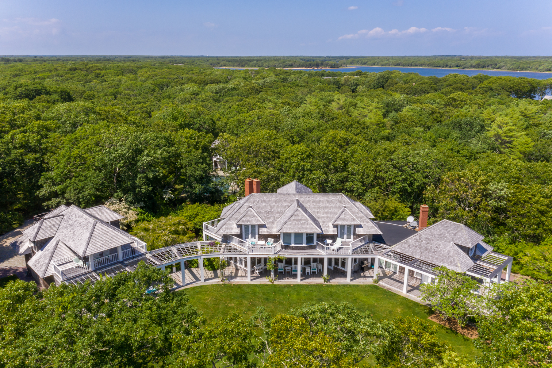 Single Family Homes 为 销售 在 Waterfront Estate on Edgartown Great Pond 32 Boldwater Road & 3 Jacobs Neck Road 埃德加敦, 马萨诸塞州 02539 美国