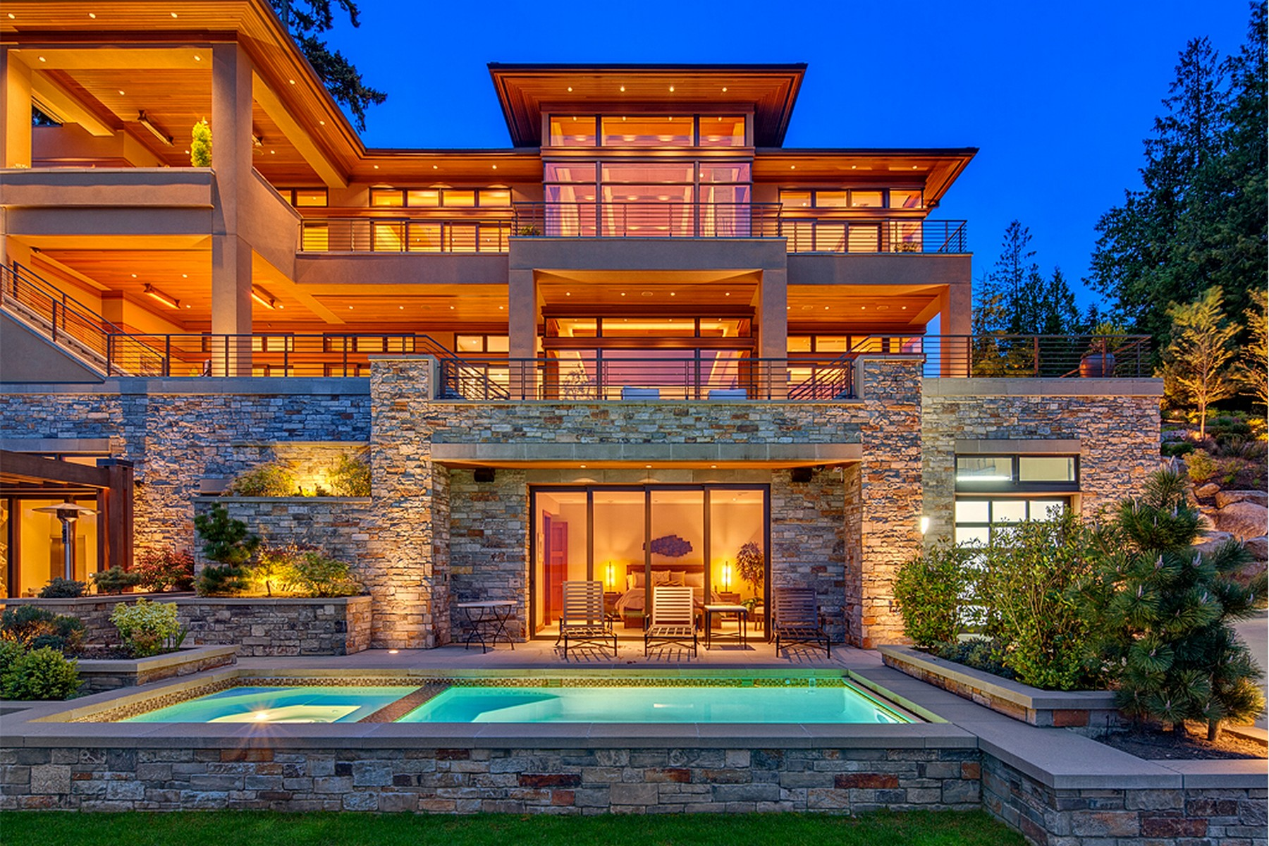 واحد منزل الأسرة للـ Sale في Lake Sammamish Estate 18110 SE 41st Lane Bellevue, Washington 98008 United States