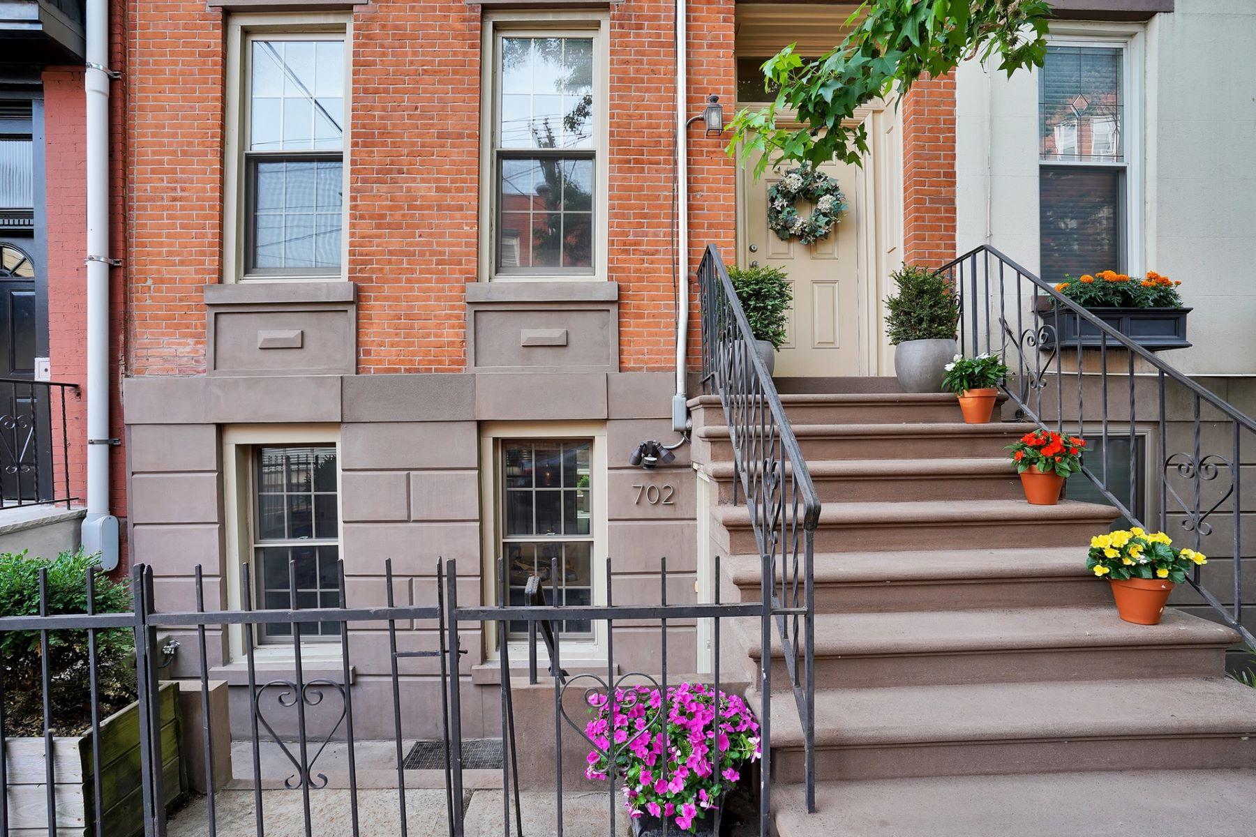 """Single Family Homes para Venda às Live """"The Hoboken Dream"""" on lovely Park Ave! 702 Park Ave, Hoboken, Nova Jersey 07030 Estados Unidos"""