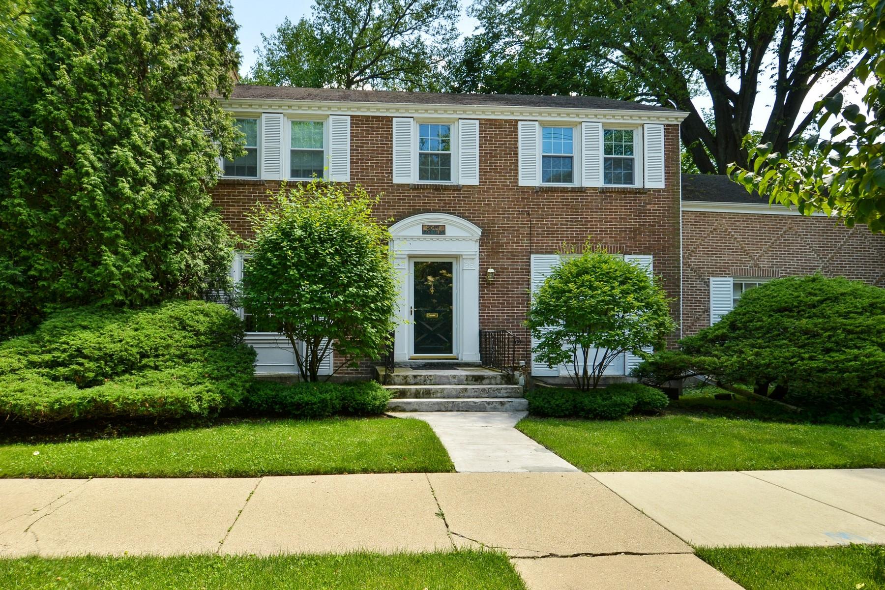 Casa Unifamiliar por un Venta en Custom Built Brick Colonial 2049 Hawthorne Lane Evanston, Illinois, 60201 Estados Unidos