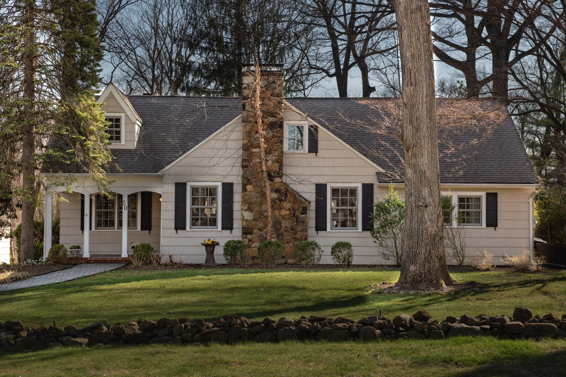 Maison unifamiliale pour l Vente à A Caldwell Treasure! 50 Oak Grove Road, Caldwell, New Jersey 07006 États-Unis