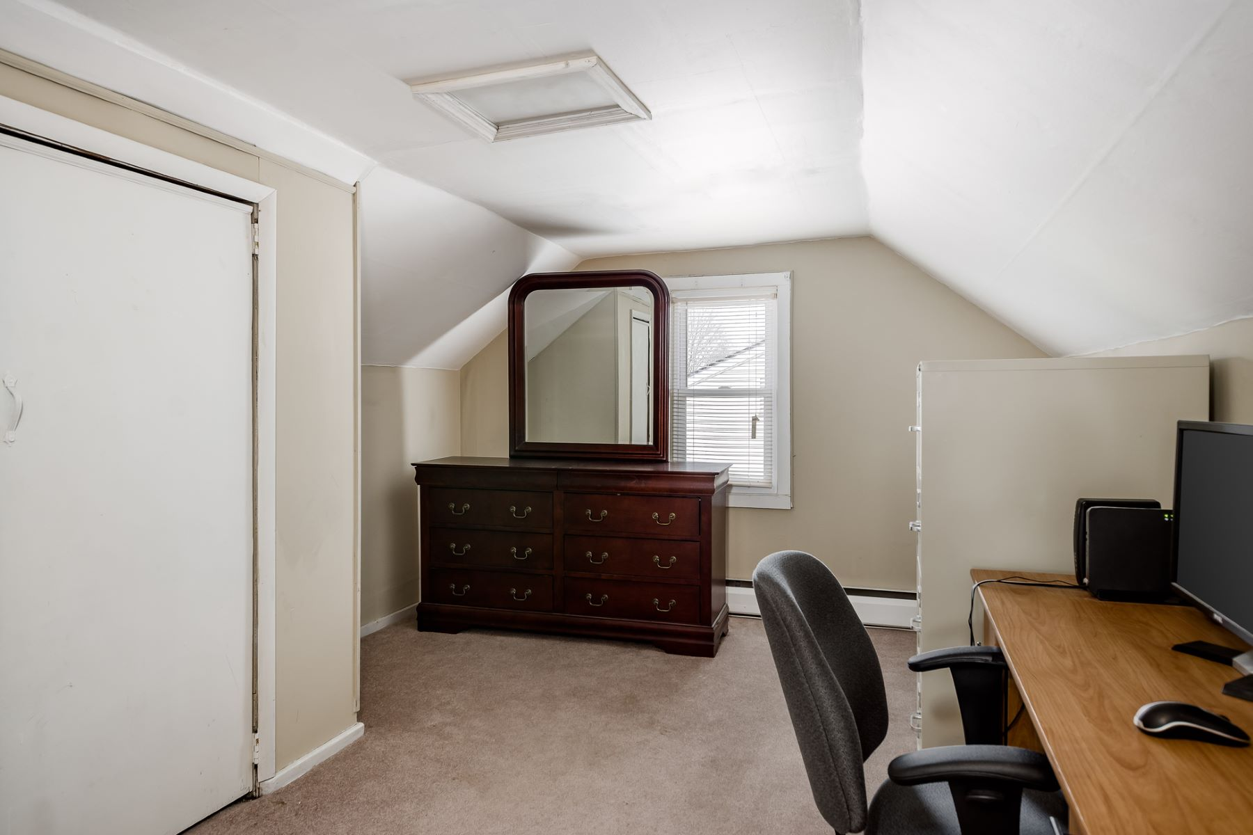 Additional photo for property listing at Adorable Cottage in Steinert School District 134 Hauser Avenue, Hamilton, New Jersey 08620 United States