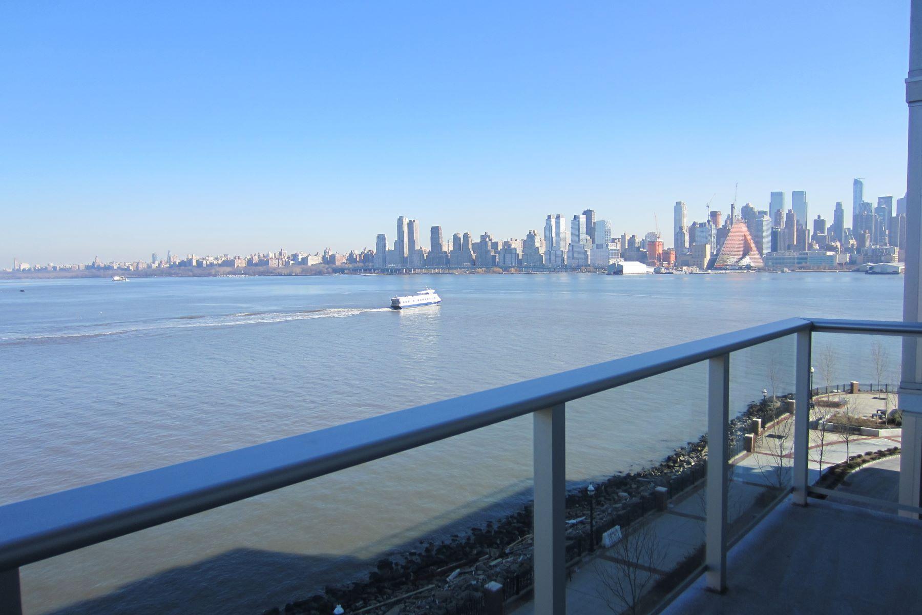 Condominio por un Alquiler en Luxury Waterfront Living 1000 Avenue at Port Imperial #606 Weehawken, Nueva Jersey 07086 Estados Unidos