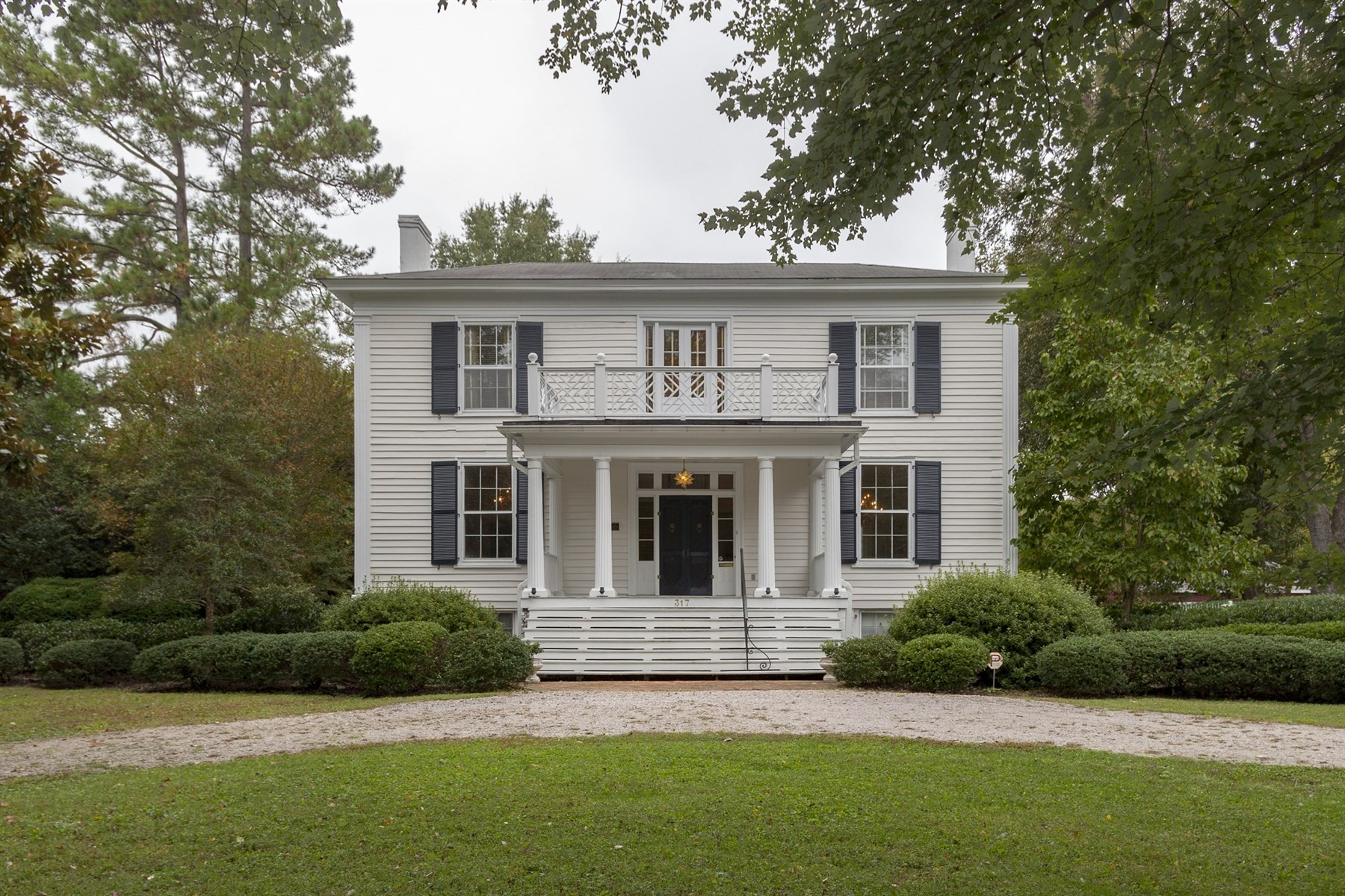 Single Family Home for Sale at Tarwater House (Green-Parker-Tarwater) circa 1850 317 NORTH MAIN STREET Warrenton, North Carolina 27589 United States