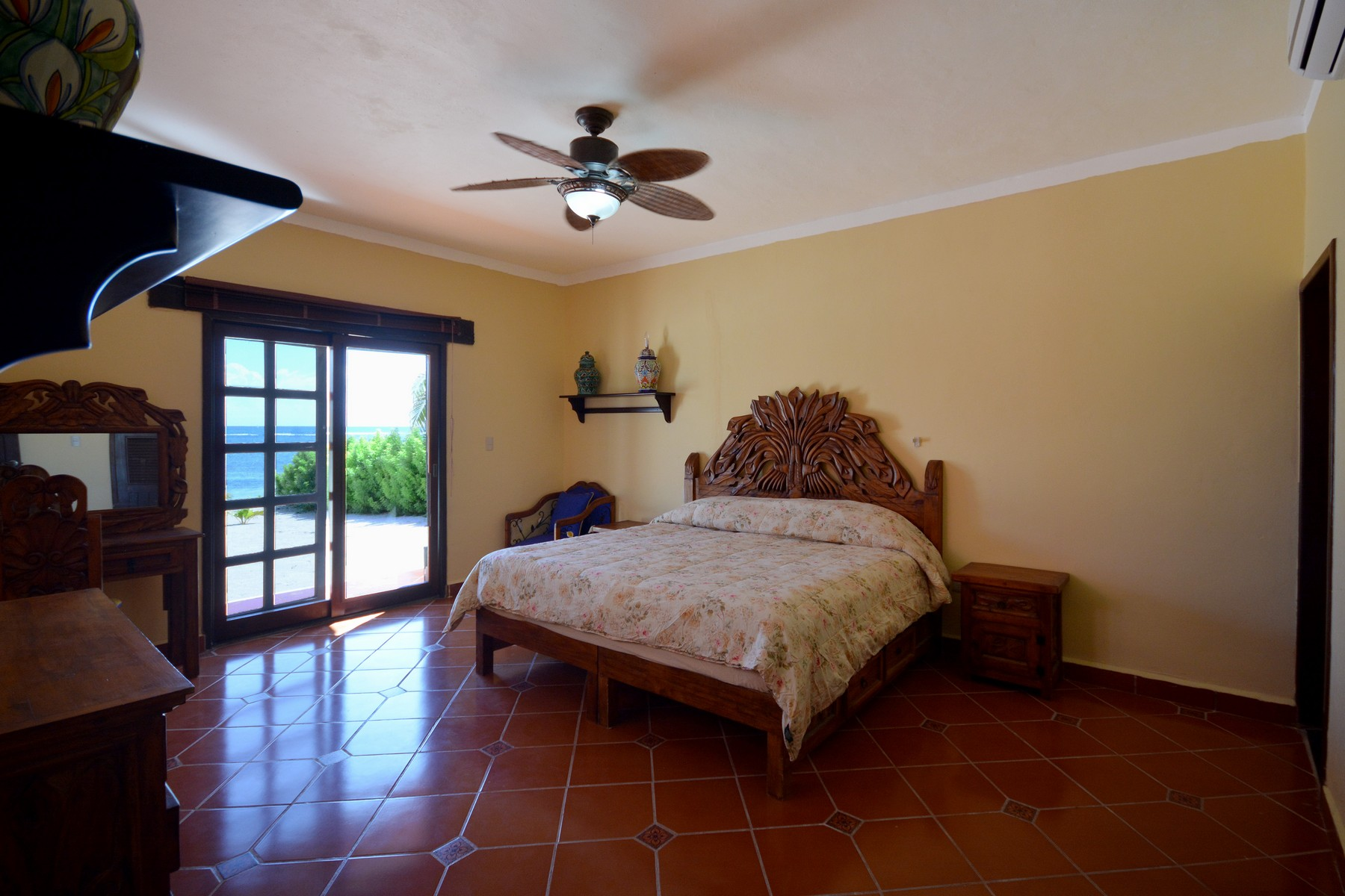 Additional photo for property listing at BEACHFRONT HEMINGWAY RETREAT Other Quintana Roo, Quintana Roo Mexico