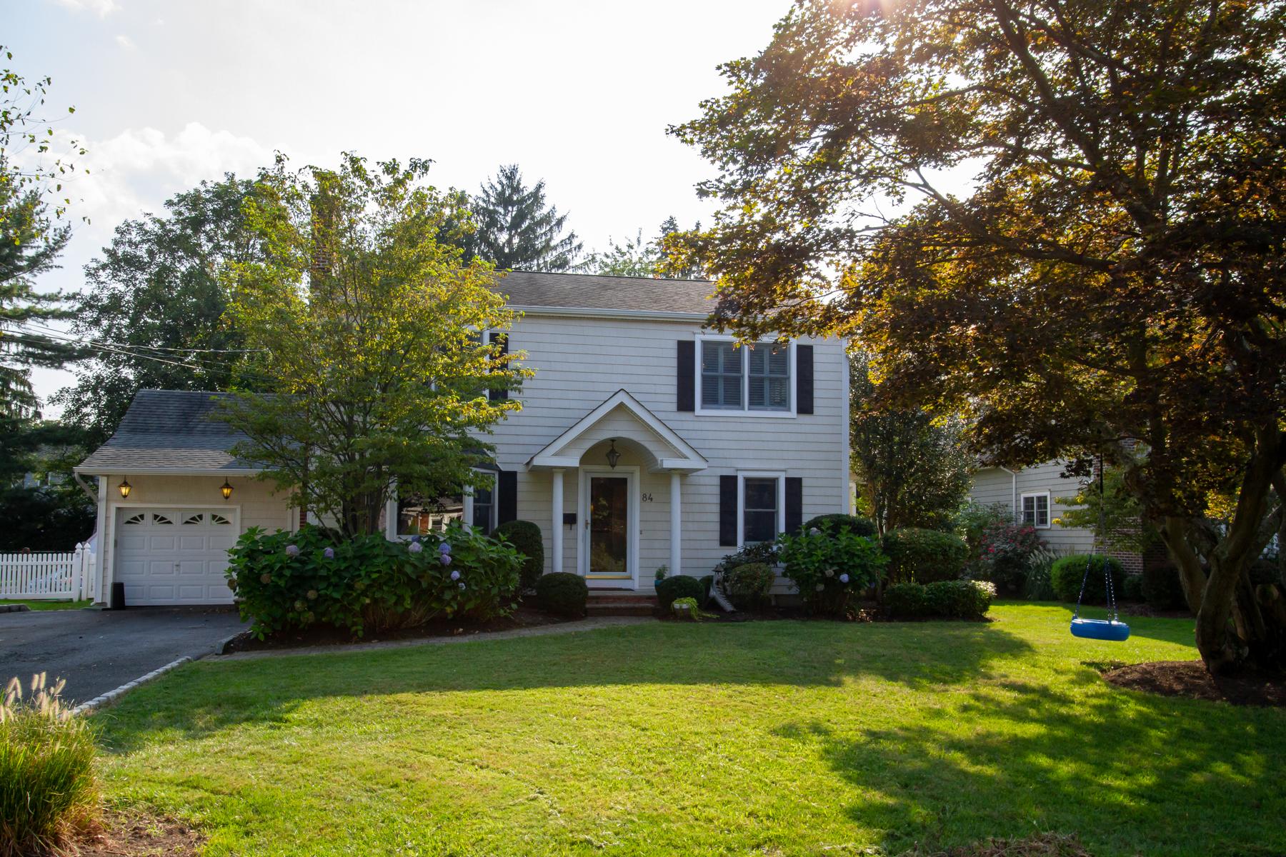 Single Family Homes pour l Vente à We love Lovett! 84 Lovett ave, Little Silver, New Jersey 07739 États-Unis