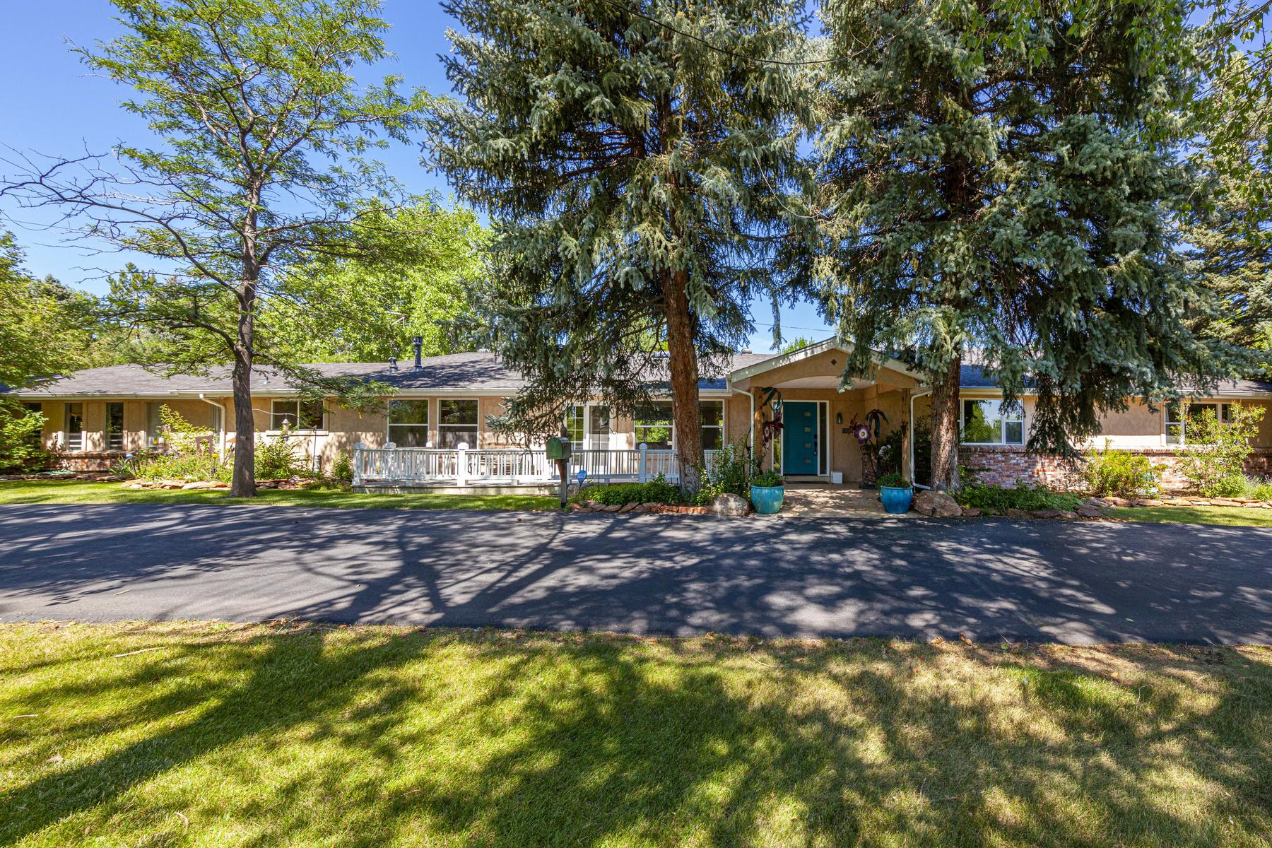 Single Family Homes for Sale at Beautiful Sprawling Ranch in a Stunning Private Lake Community. 4551 Prospect Street Littleton, Colorado 80123 United States
