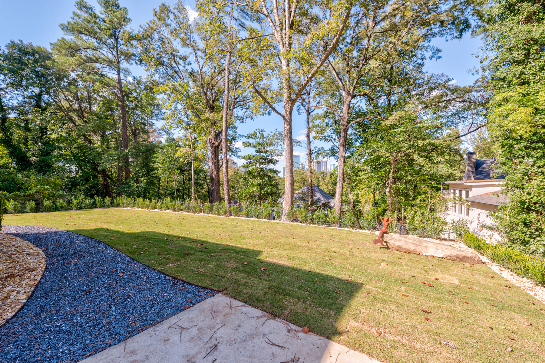 Additional photo for property listing at Fall In Love With The Skyline View From This Rare Flat Walk Out Backyard 1084 Roxboro Drive NE Atlanta, Georgia 30324 United States