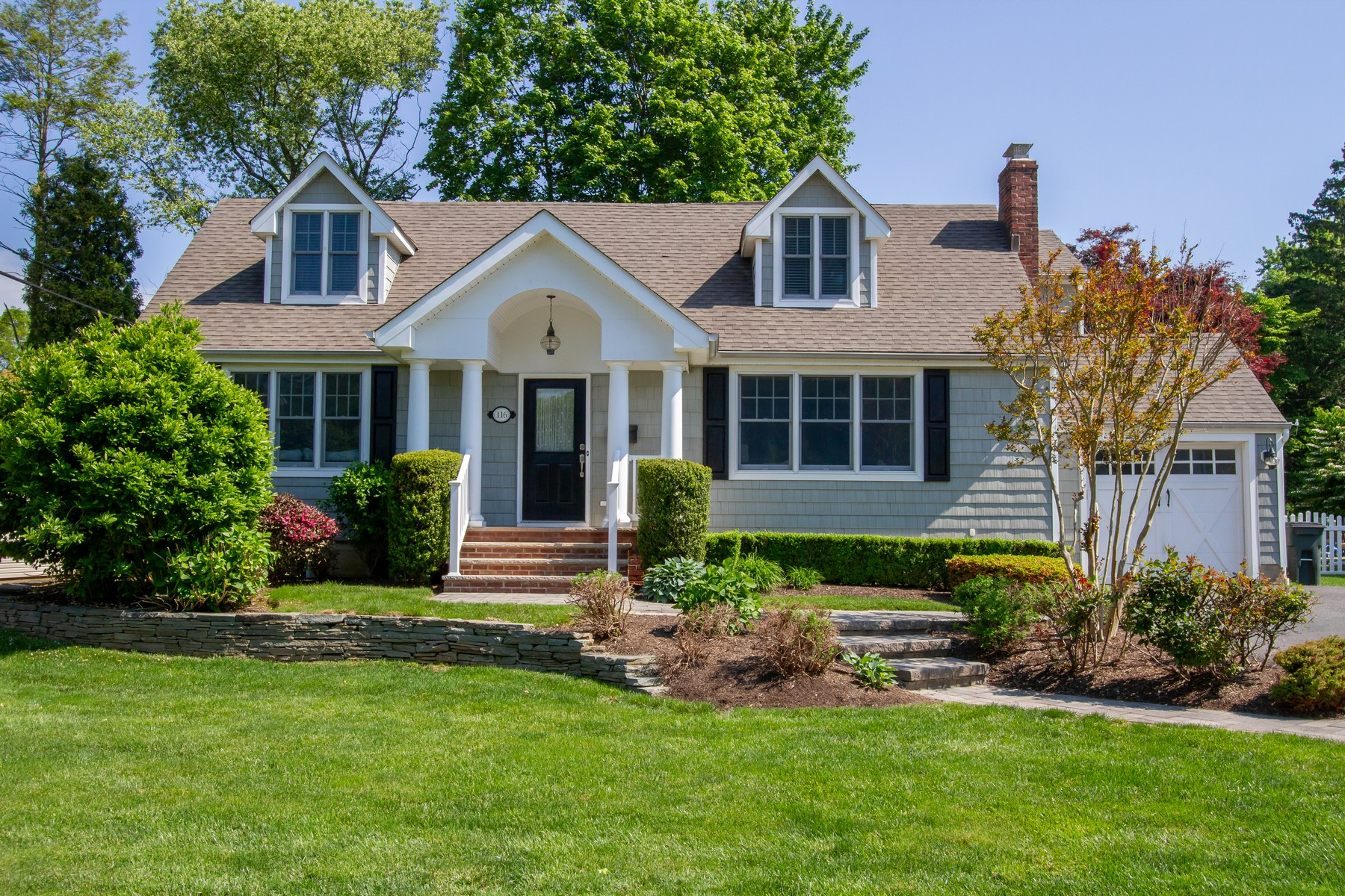 single family homes para Venda às LIVE LITTLE SILVER 116 N Sunnycrest Drive, Little Silver, Nova Jersey 07739 Estados Unidos