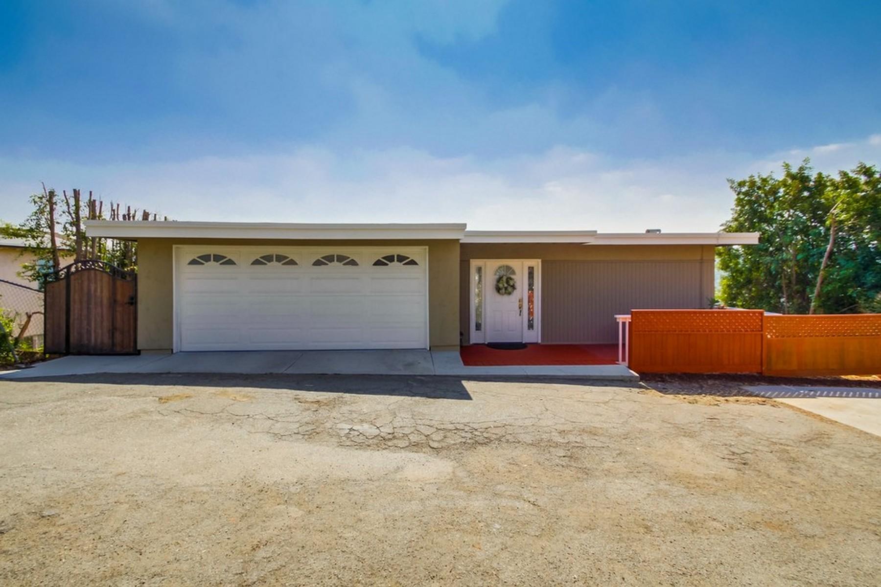 獨棟家庭住宅 為 出售 在 3745 Fenwick Drive Spring Valley, 加利福尼亞州, 91977 美國