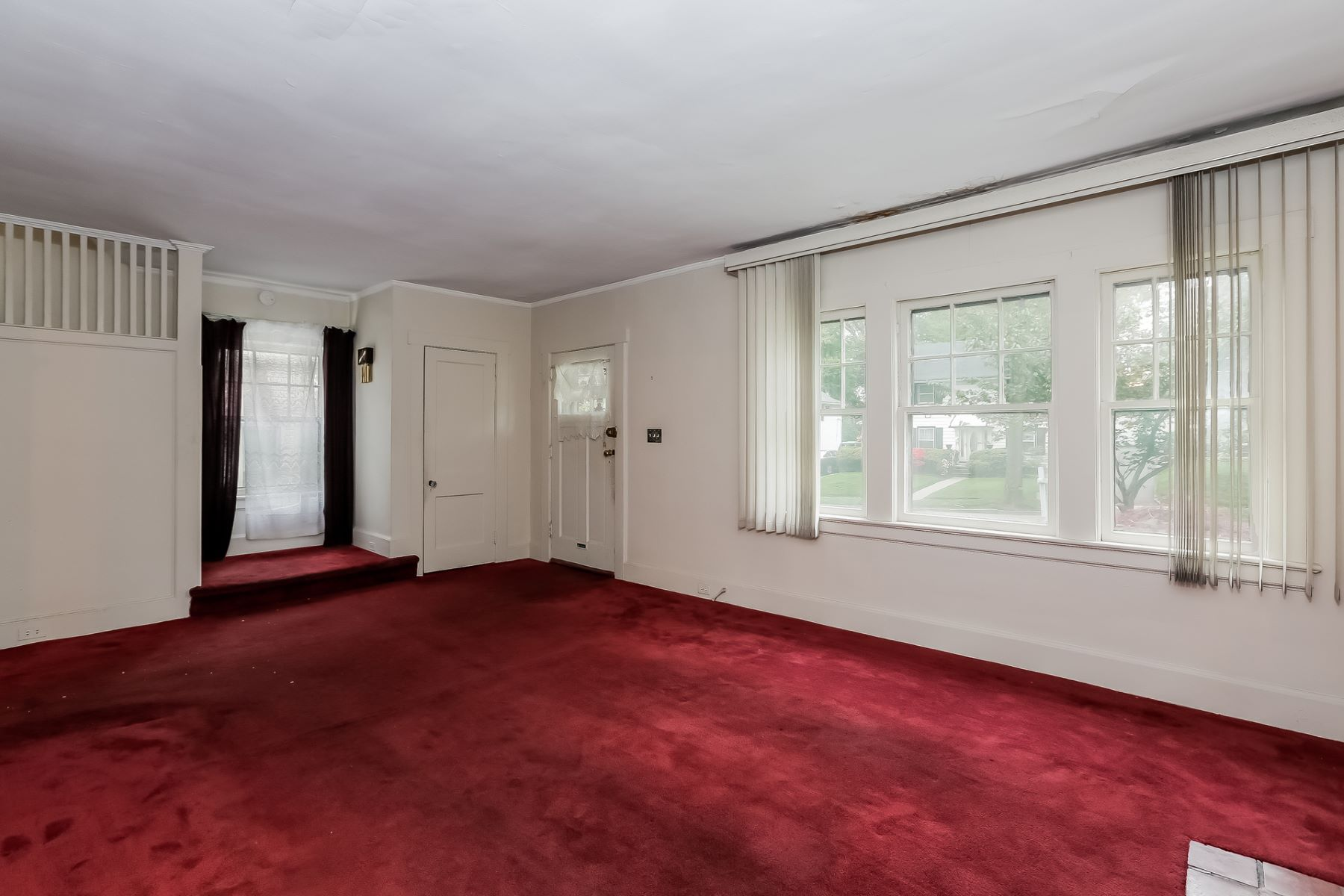 Additional photo for property listing at Three Bedroom Colonial 80 Elliott Place East Orange, Нью-Джерси 07018 Соединенные Штаты