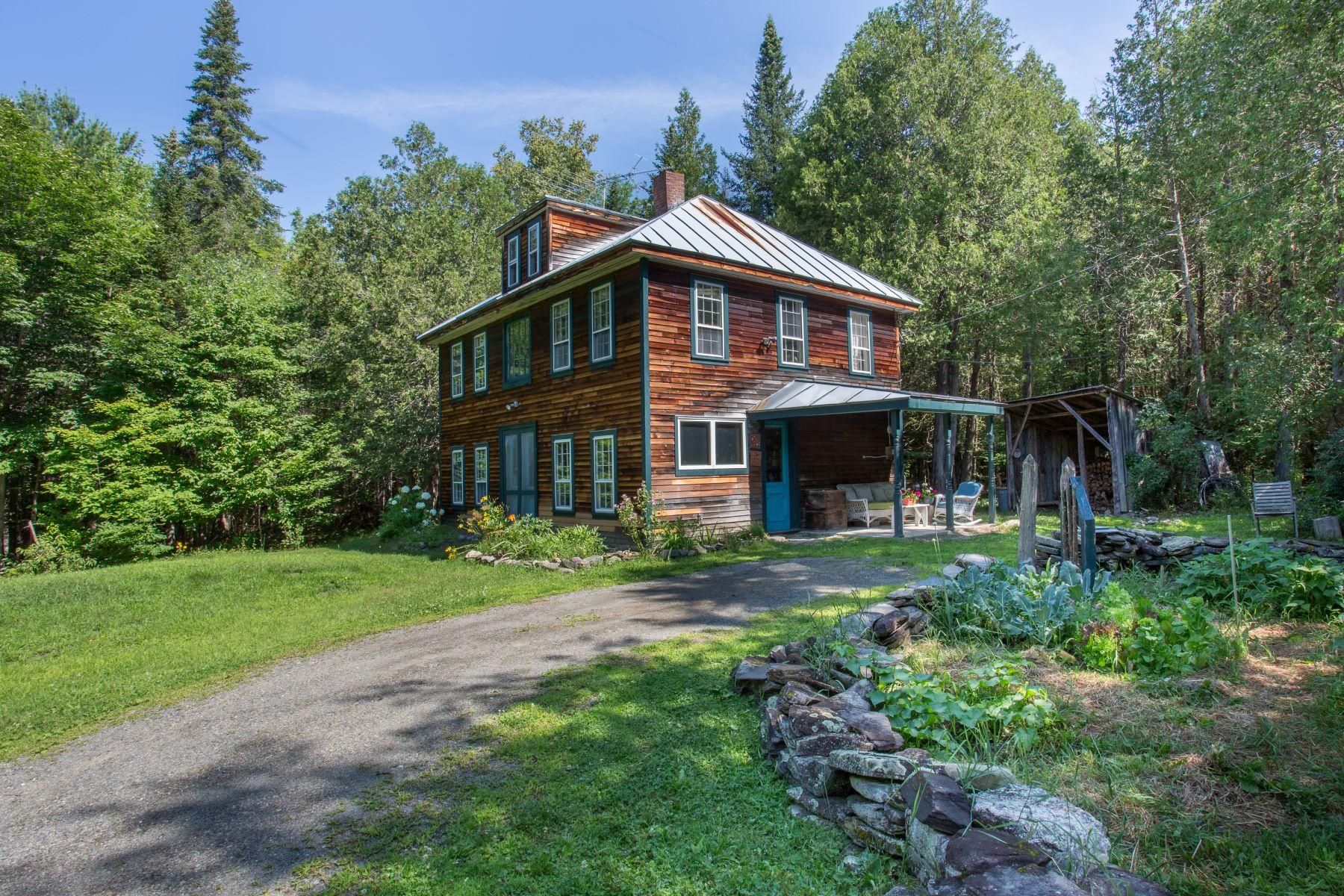 Single Family Homes للـ Sale في Solon, Maine 04979 United States