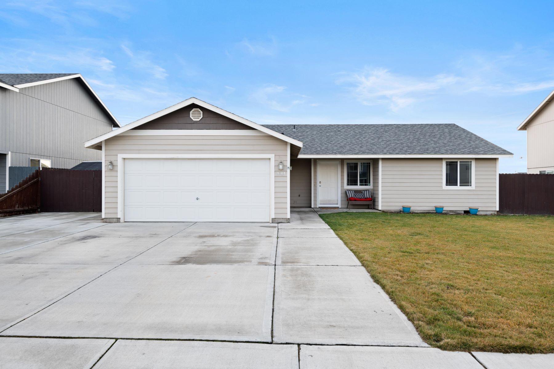 Single Family Homes por un Venta en Open & Bright West Pasco Rambler 4304 Campolina Lane Pasco, Washington 99301 Estados Unidos