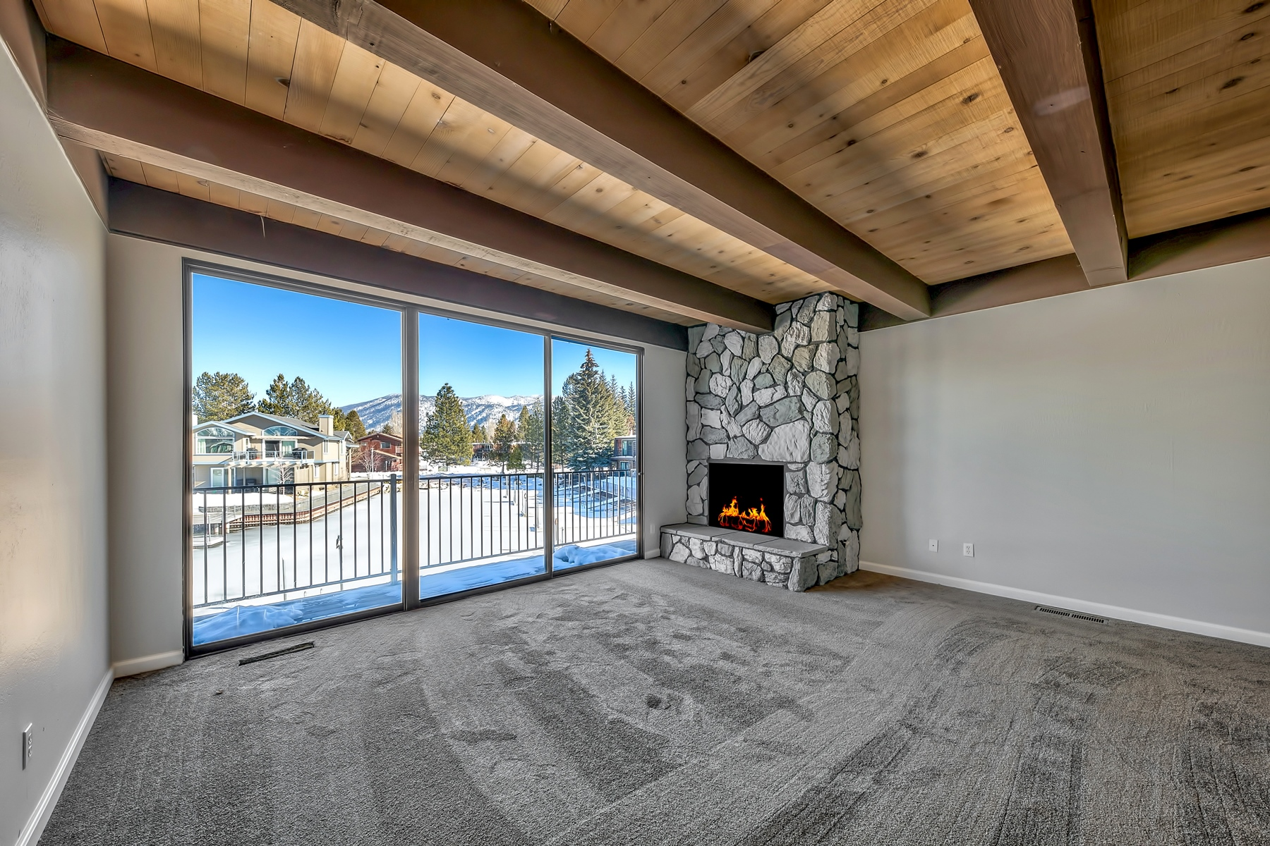 Additional photo for property listing at 2031 Venice #319, South Lake Tahoe, CA 96150 2031 Venice #319 South Lake Tahoe, California 96150 United States