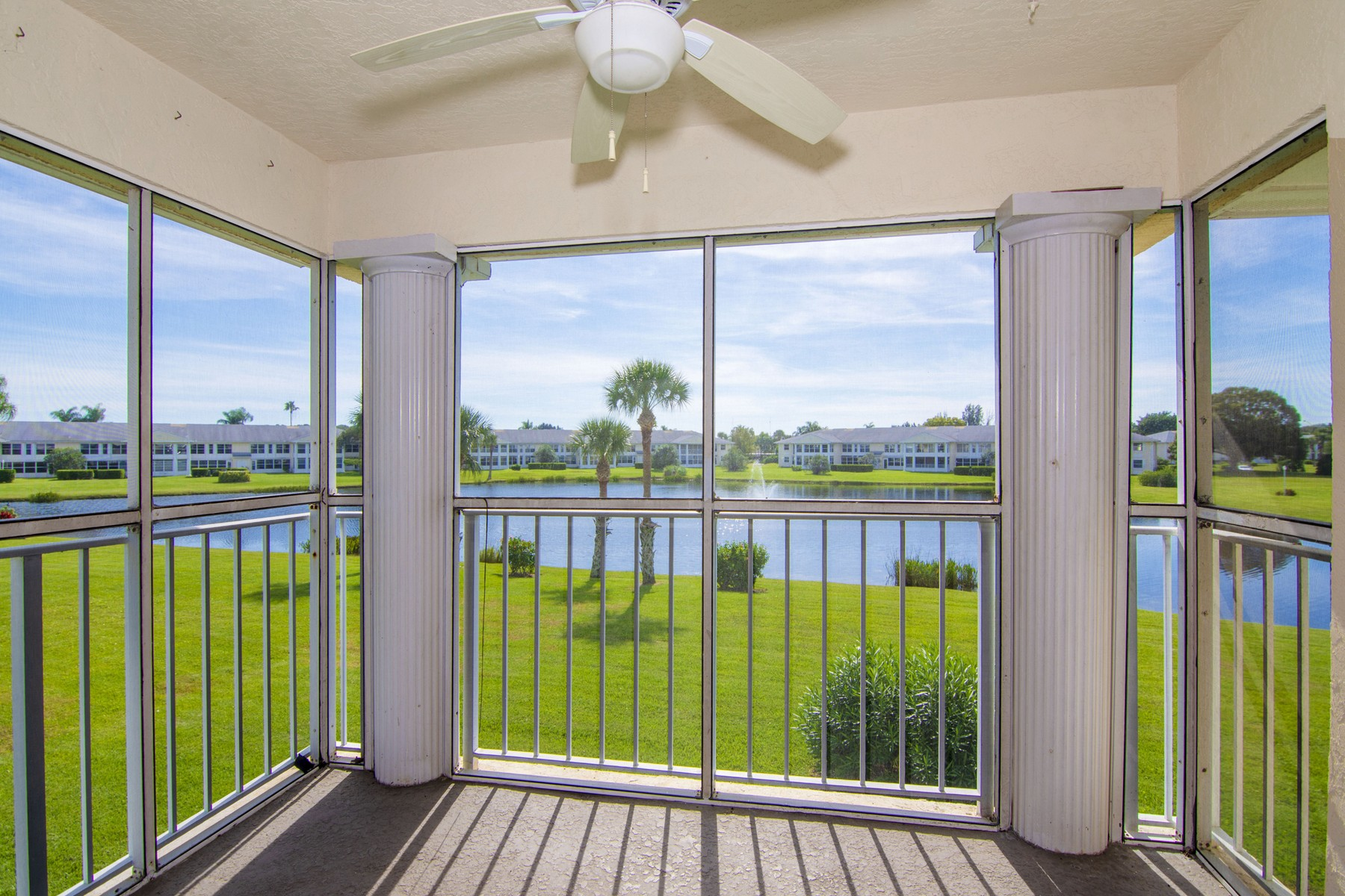 Additional photo for property listing at Florida Style Living at its Best! 223 N Grove Isle Circle #223 Vero Beach, Florida 32962 United States