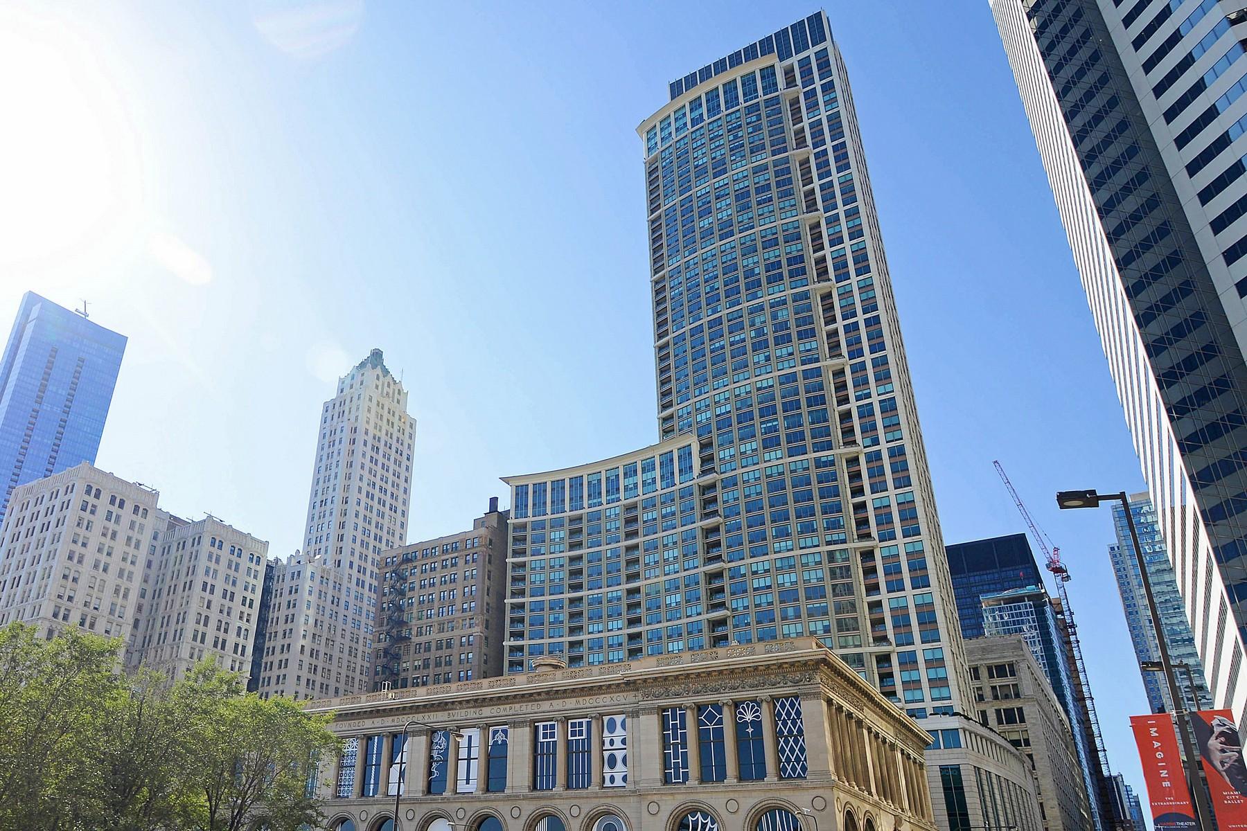 Кондоминиум для того Продажа на High-Floor East Facing Unit 130 N Garland Court Unit 3703, Loop, Chicago, Иллинойс, 60602 Соединенные Штаты