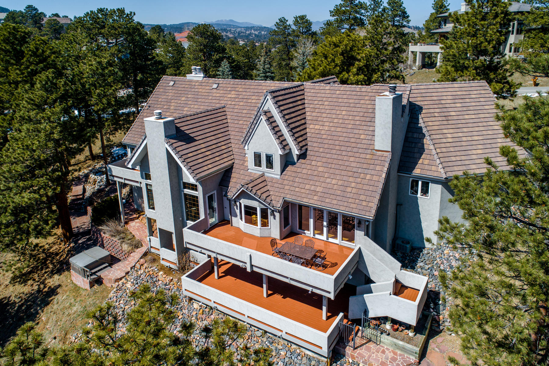 Single Family Homes のために 売買 アット Stately home on 3.53 south-facing acres with magical mountain views! 22594 Treetop Lane, Golden, コロラド 80401 アメリカ