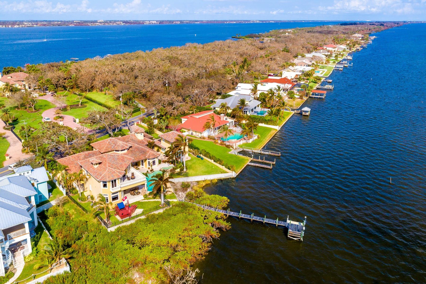 Additional photo for property listing at 8140 So Tropical Trail 8140 South Tropical Trail Merritt Island, Florida 32952 Hoa Kỳ