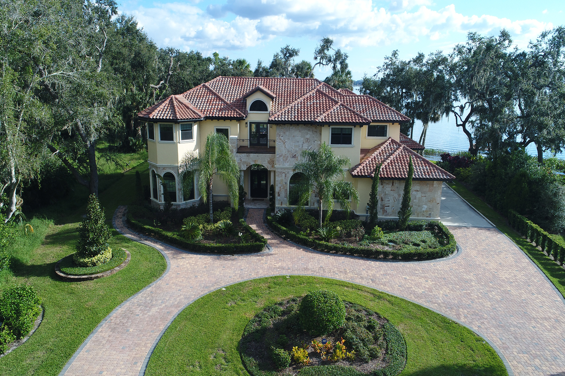 Single Family Home for Sale at MOUNT DORA-ORLANDO 400 Lakeshore Pointe Blvd Mount Dora, Florida 32757 United States