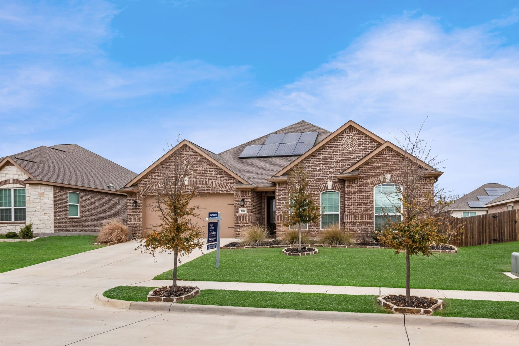Single Family Homes für Verkauf beim Eye-Catching Curb Appeal Greets You in Summer Oaks Denton 2425 Spring Meadow Drive, Denton, Texas 76209 Vereinigte Staaten