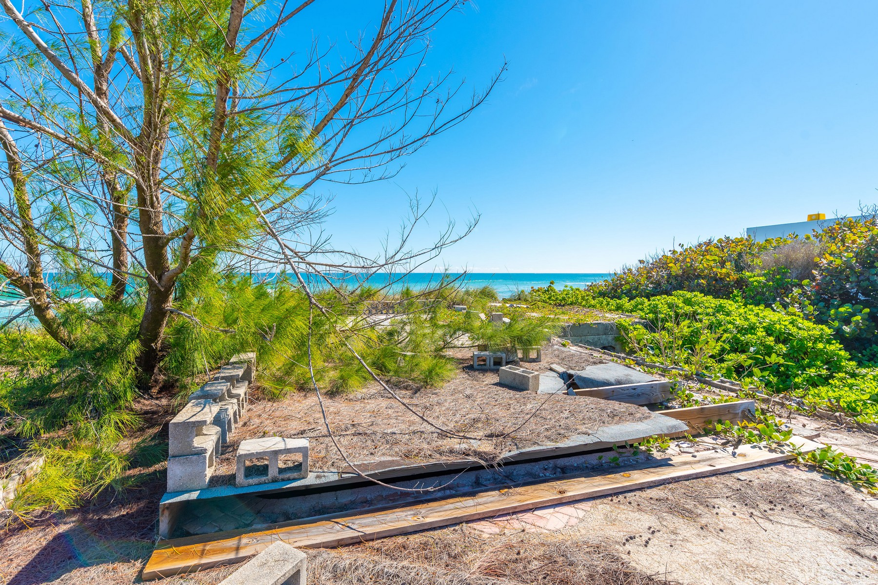 Additional photo for property listing at Exceptional Oceanfront Property with Over an Acre of Private Land. 8035 S Highway A1A Melbourne Beach, Florida 32951 United States