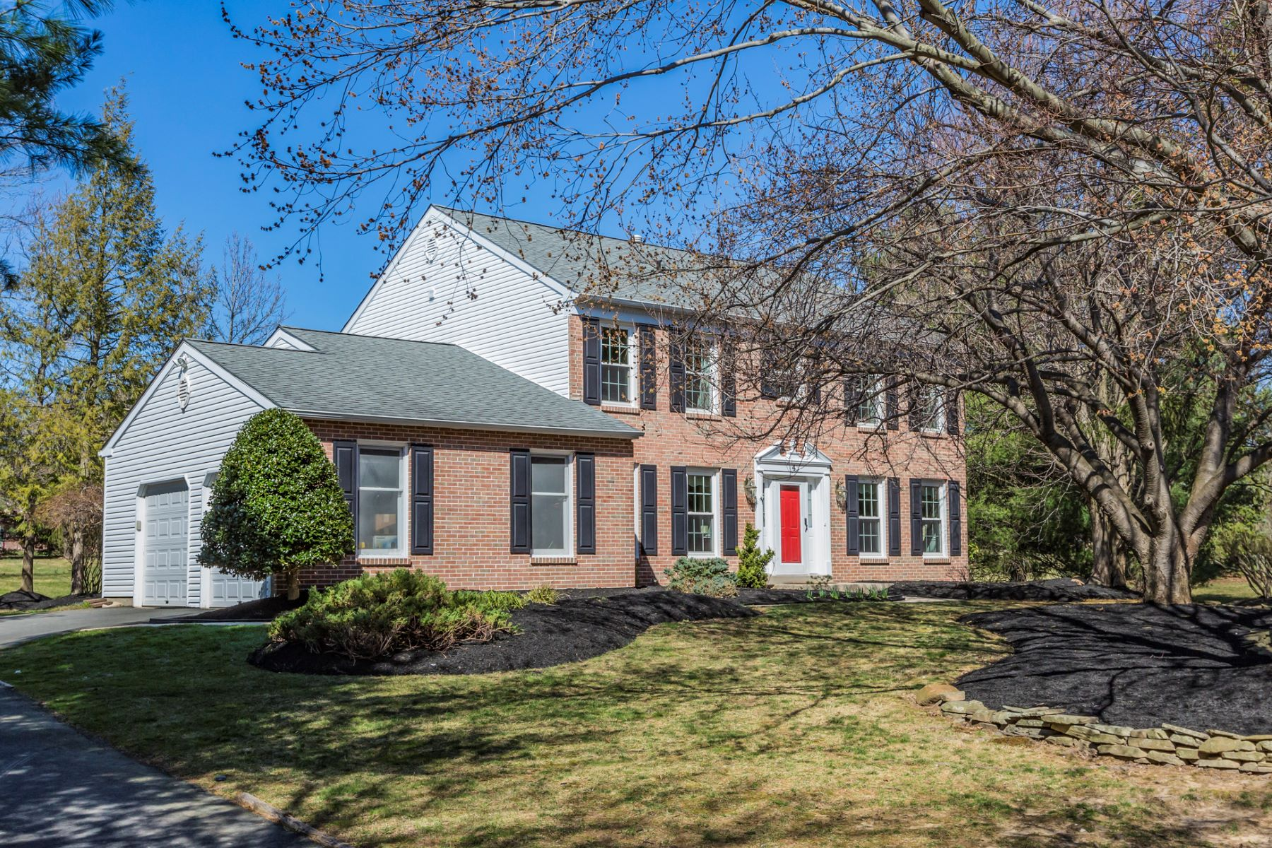 Частный односемейный дом для того Продажа на Classic Colonial with a Fresh, Youthful Air - Lawrence Township 4 Oxford Court Lawrenceville, 08648 Соединенные Штаты