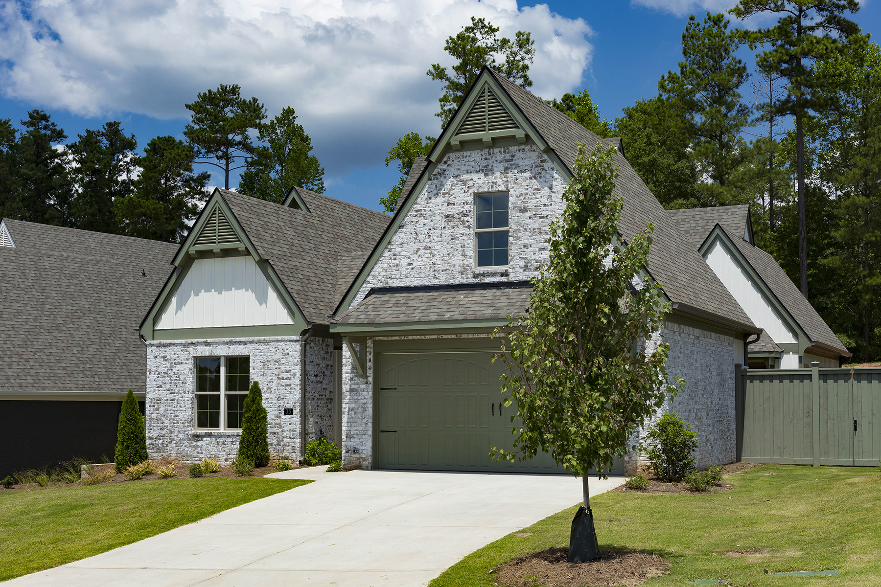 Single Family Homes 为 销售 在 New Construction Courtyard Home in Newnan- Iris Plan 35 Arbor Garden Cir, 纽南, 乔治亚州 30265 美国