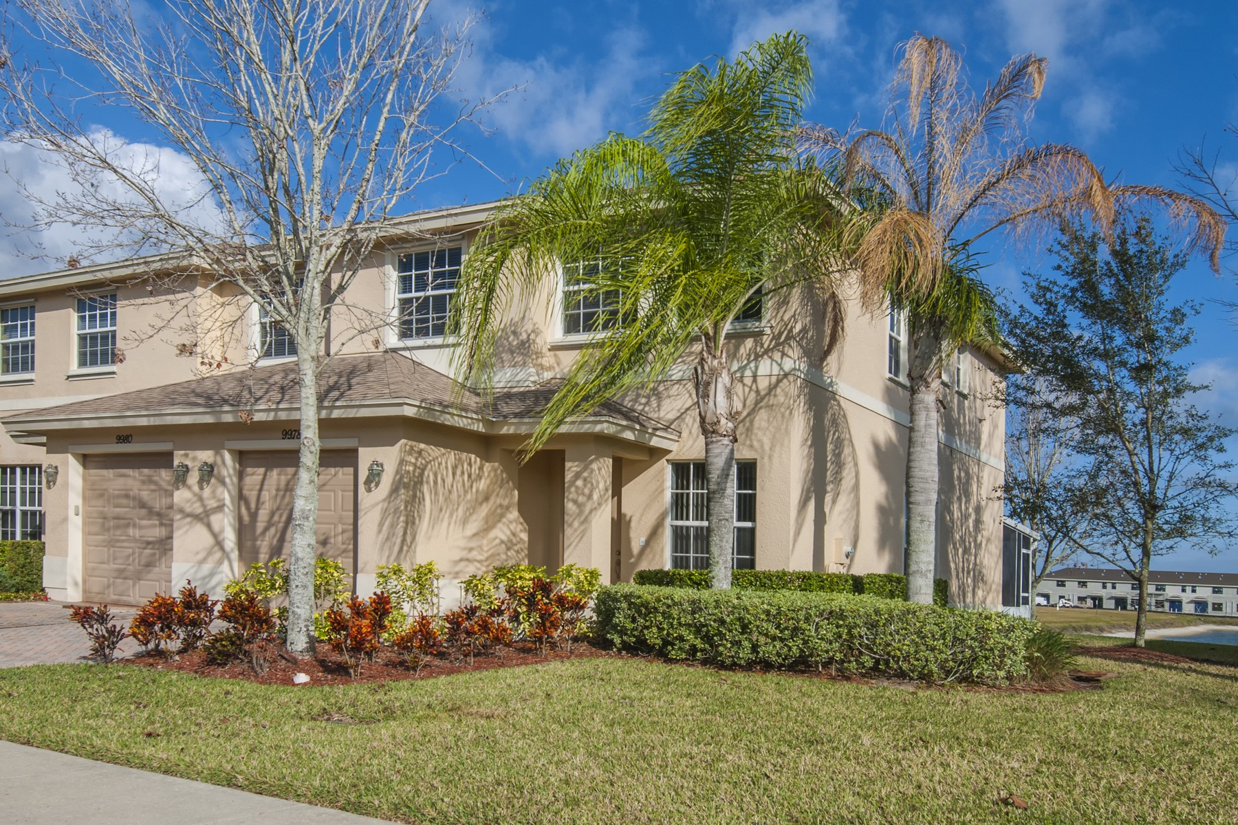 Townhouse for Sale at Bright and Cheery Townhome 9978 E Villa Circle Vero Beach, Florida 32966 United States
