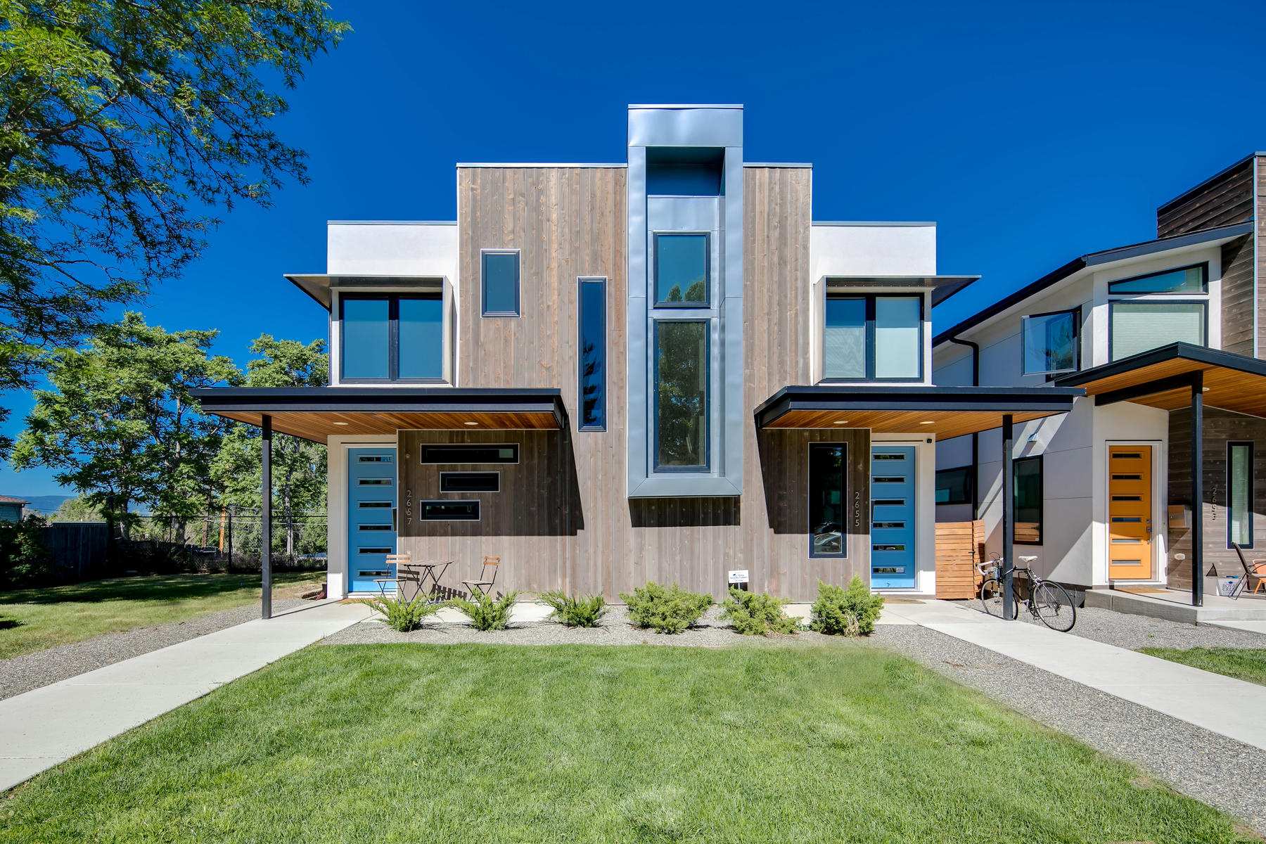 Townhouse for Active at 2657 S. Grant Street 2657 S. Grant Street Denver, Colorado 80210 United States