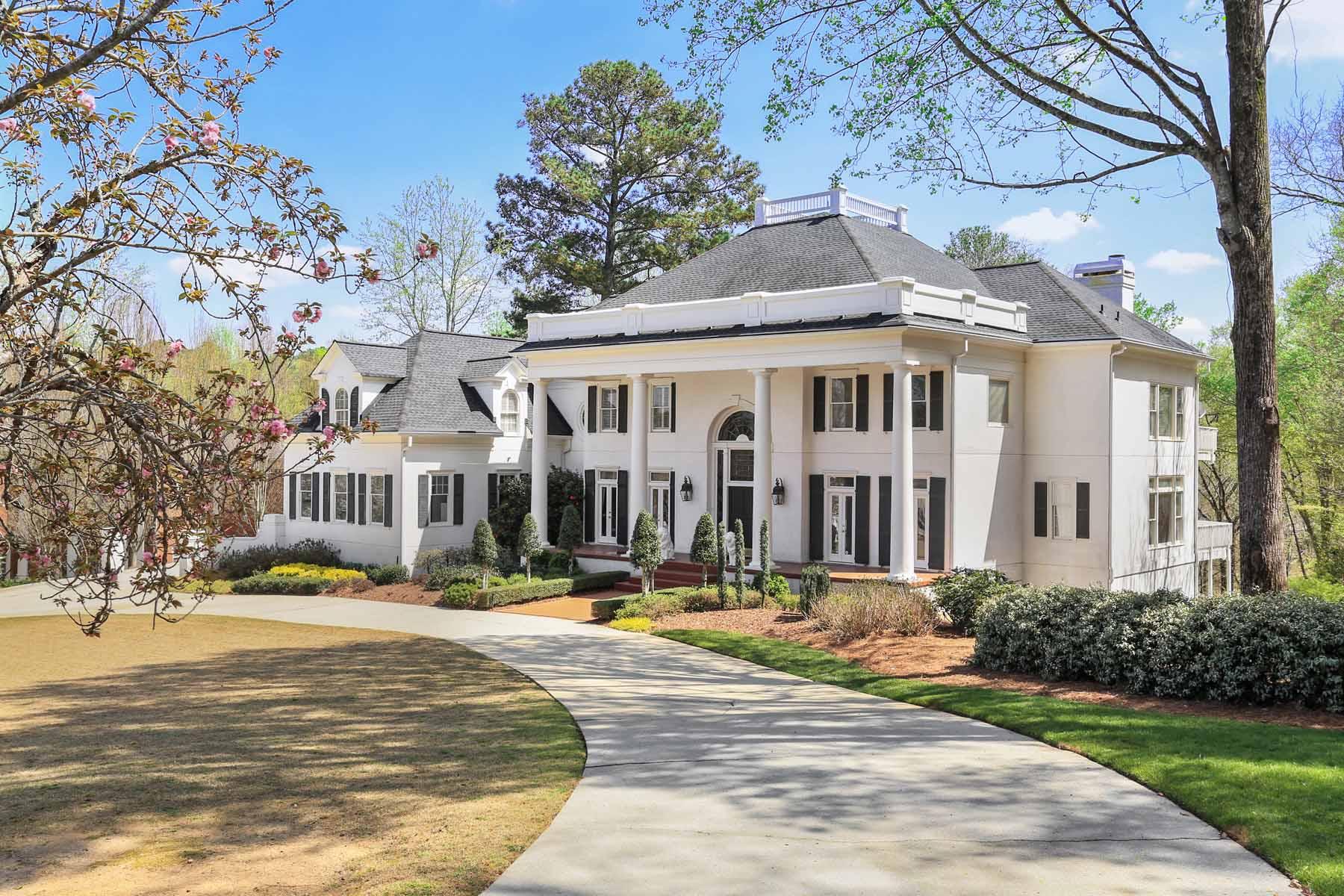 Enfamiljshus för Försäljning vid Comfortable Elegant Estate 3711 River Mansion Drive Peachtree Corners, Georgien 30096 Usa
