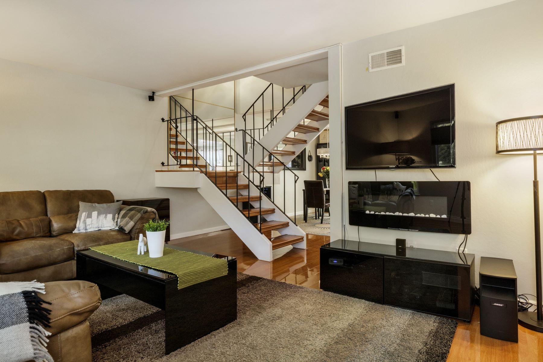Maison en rangée pour l Vente à Beautifully Remodeled Townhouse in a Great Location! 106 Scotia Lane Novato, Californie, 94947 États-Unis