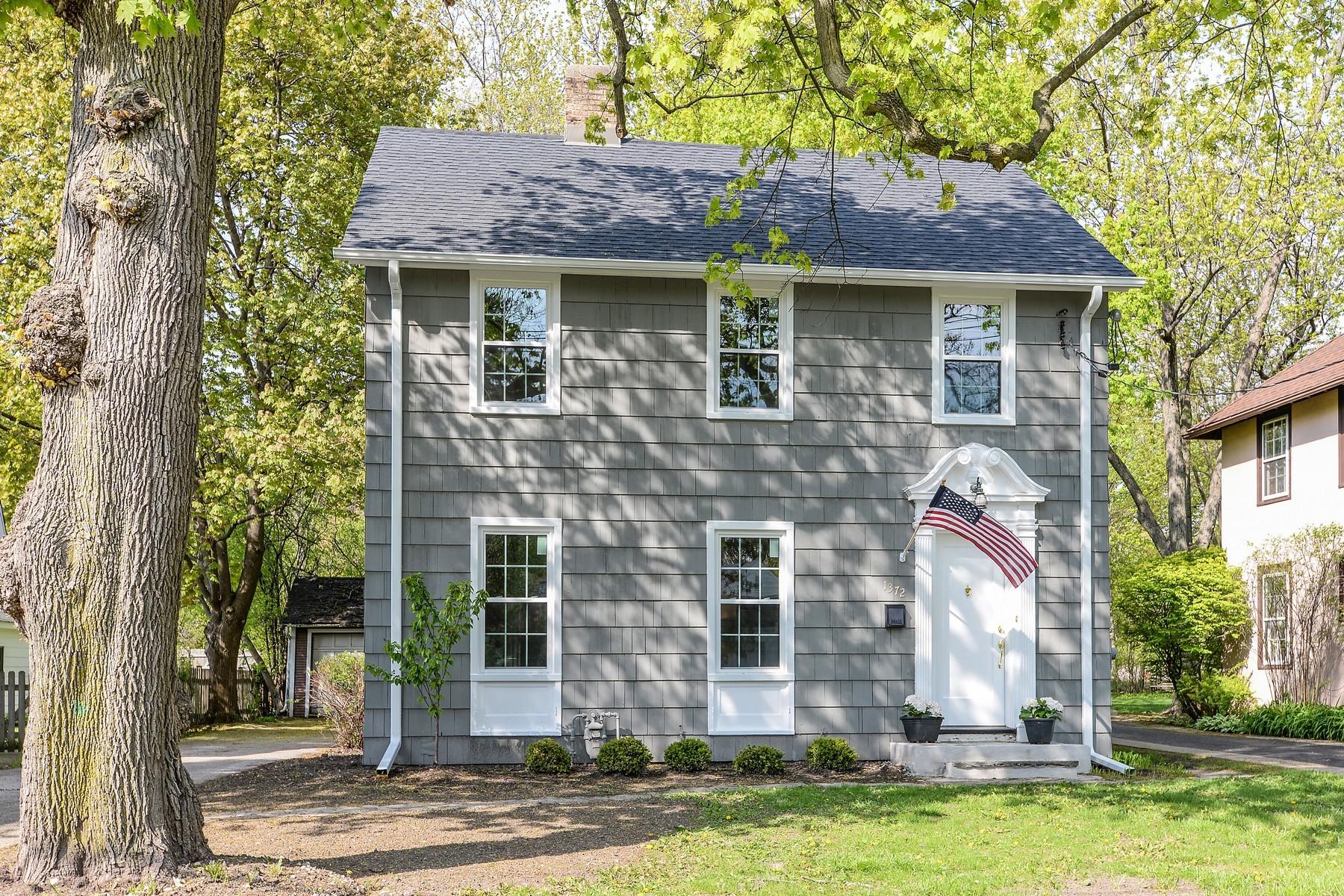 独户住宅 为 销售 在 Nantucket Charm 1372 Saint John Avenue 海兰帕克, 伊利诺斯州, 60035 美国