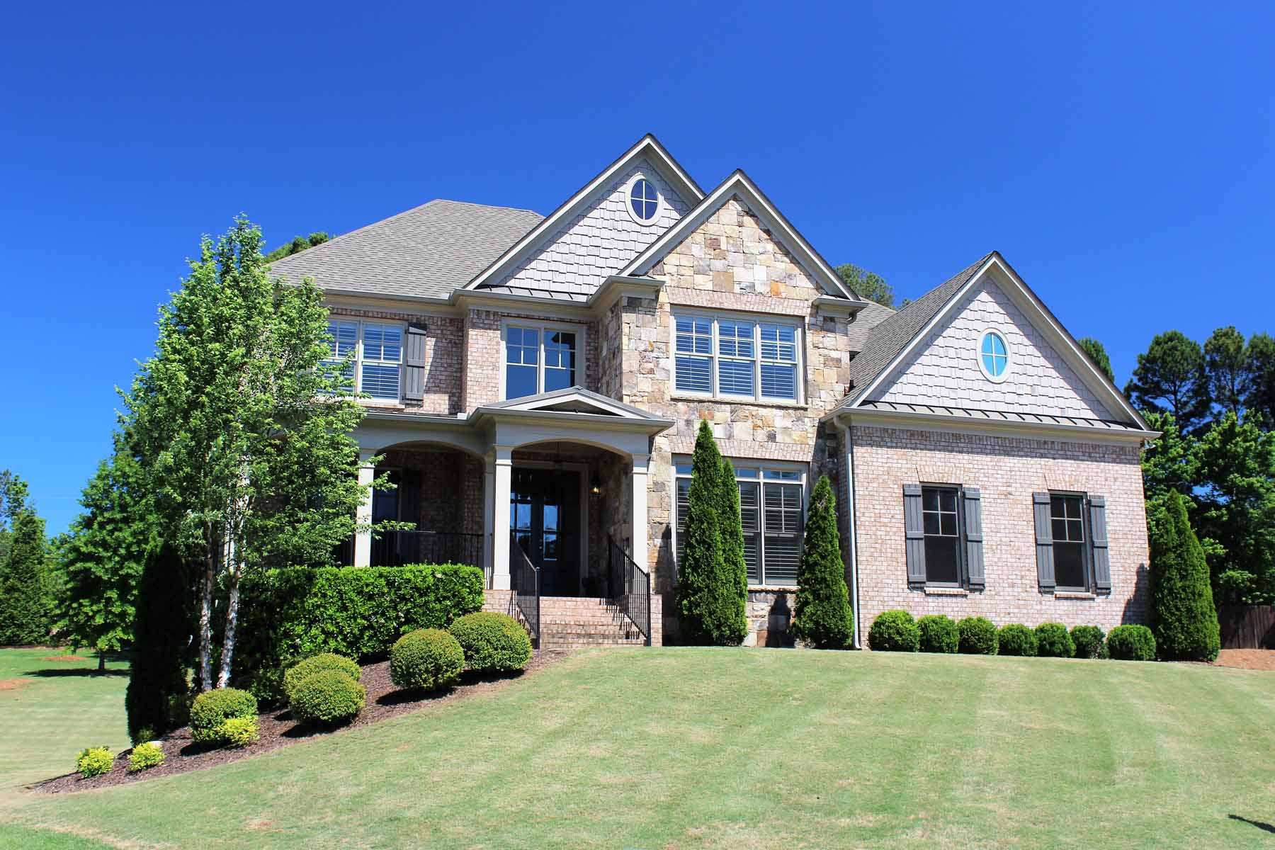 Villa per Vendita alle ore Desirable Executive Living In North Atlanta 1055 Cascade Run Court Suwanee, Georgia, 30024 Stati Uniti