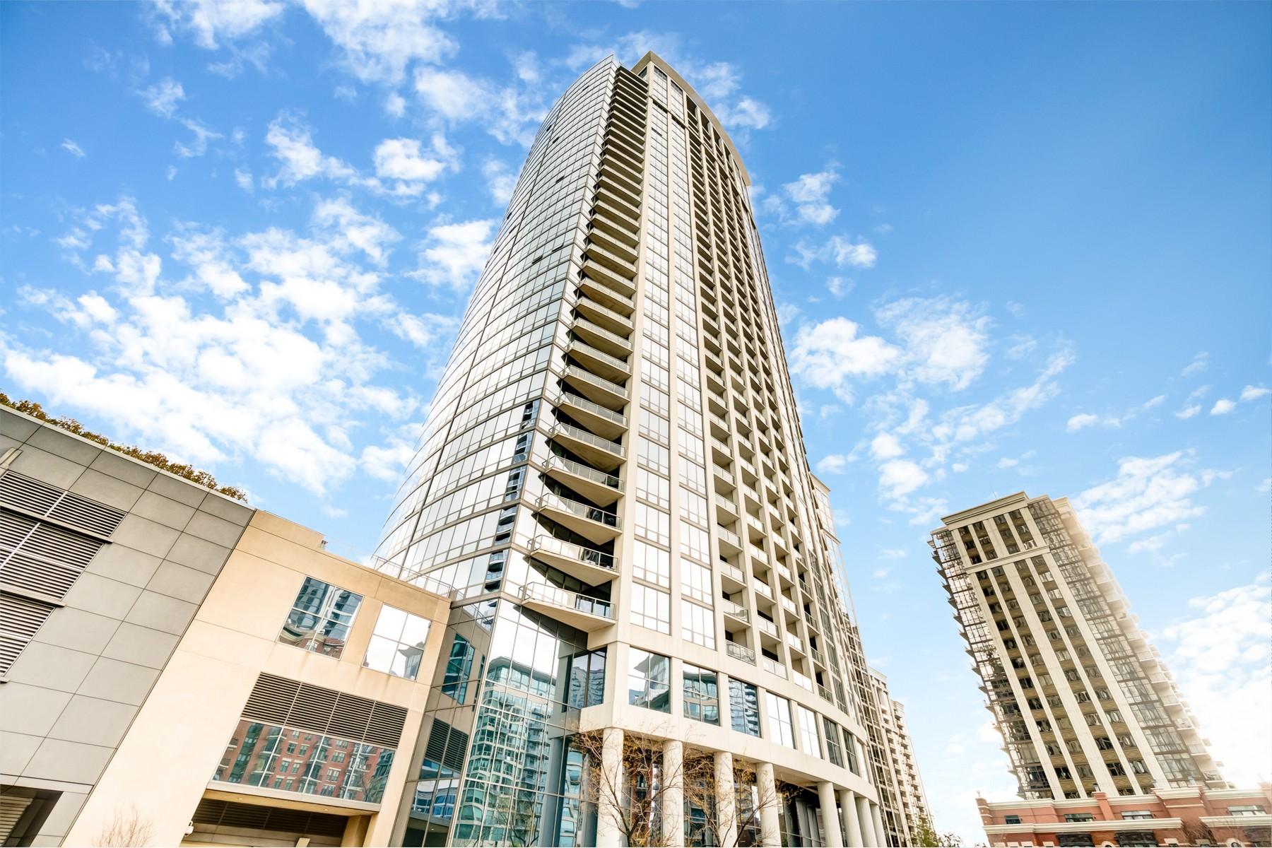 Condominium for Sale at Corner Unit with Floor to Ceiling Panoramic Views of Chicago 1235 S Prairie Avenue Unit 3501 Chicago, Illinois 60605 United States