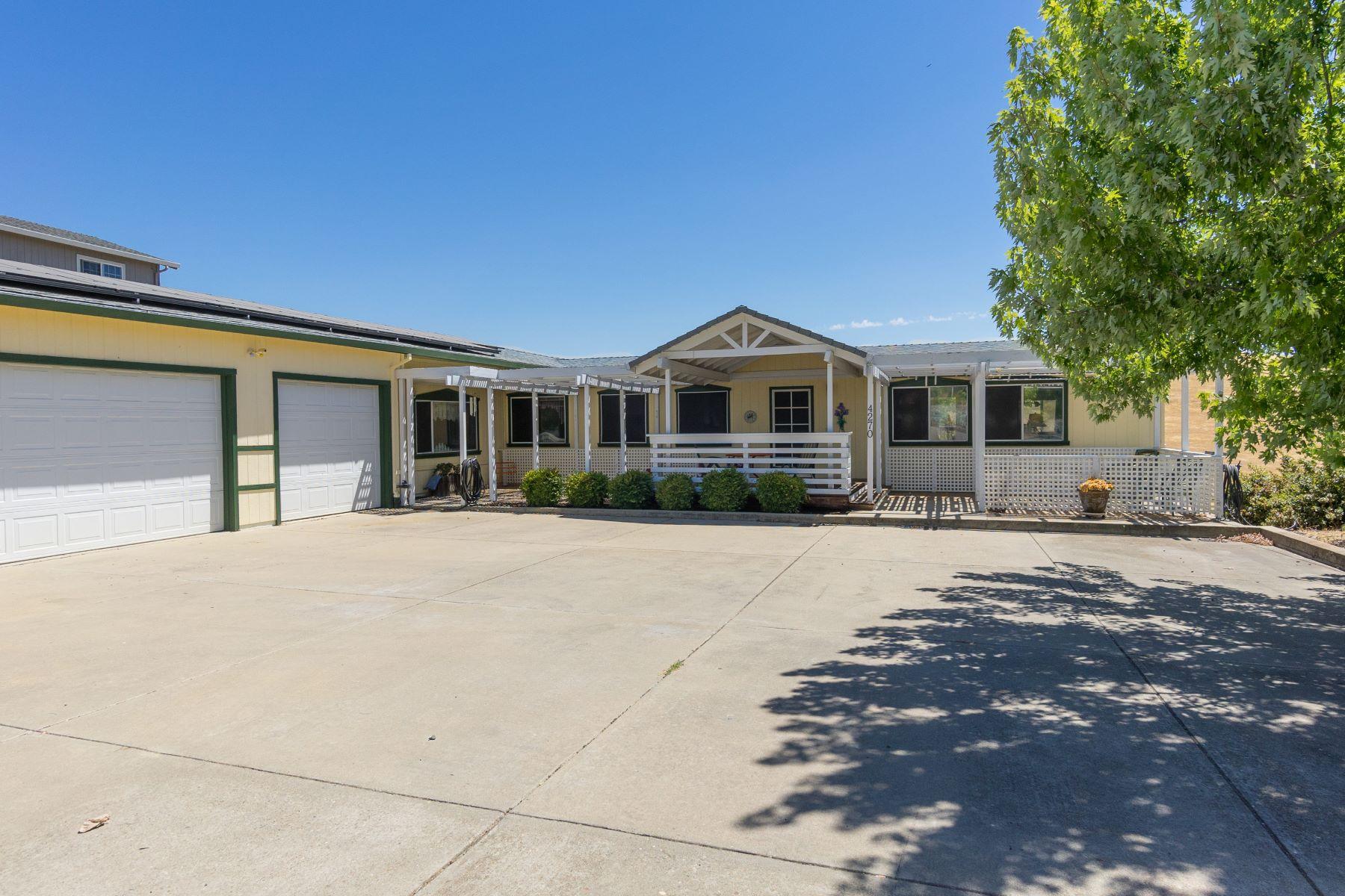 Частный односемейный дом для того Продажа на Charming Home with Beautiful Camanche Lake Views 4270 Lakeview Drive Ione, Калифорния 95640 Соединенные Штаты