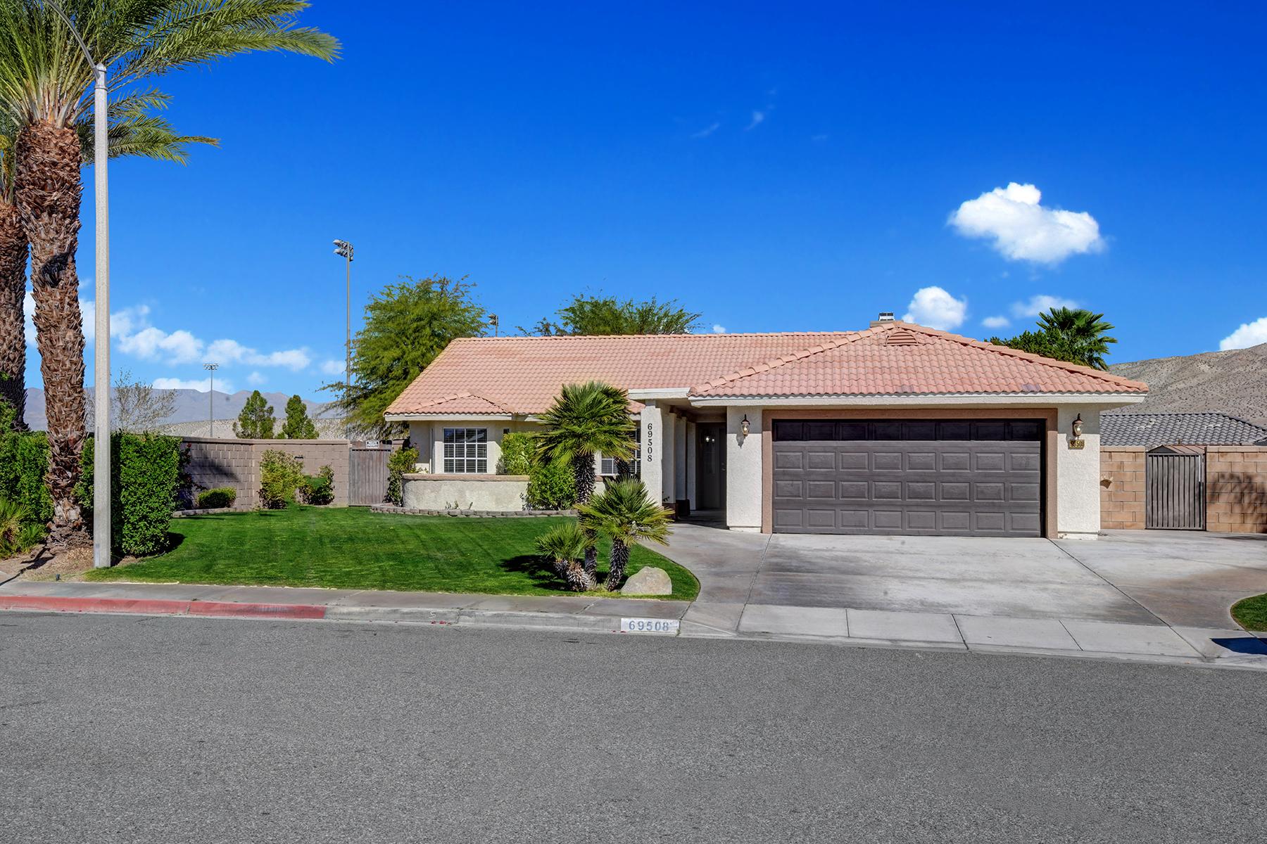 Single Family Homes para Venda às Cathedral City, Califórnia 92234 Estados Unidos
